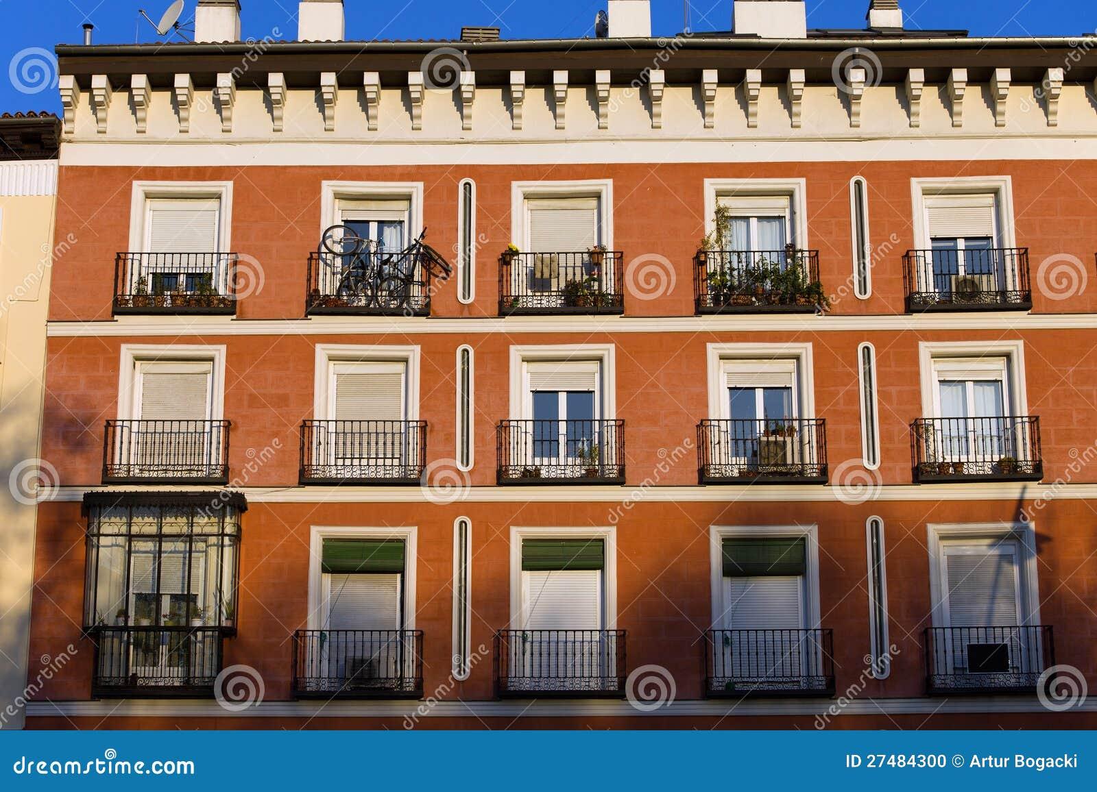 Wohnung-Haus-ot-Fassade Stockfoto - Bild: 27484300 size: 1300 x 956 post ID: 0 File size: 0 B