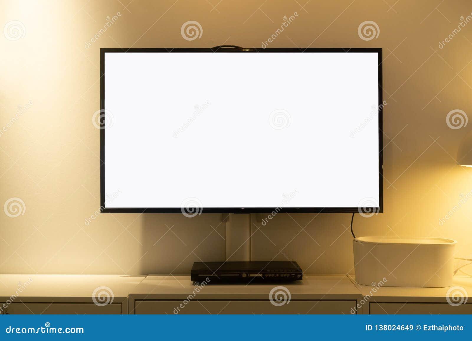 Wohnzimmer führte Fernsehen des leeren Bildschirms auf Betonmauer mit Holztisch und Multimedia-Spieler Fernsehen des Modellleeren