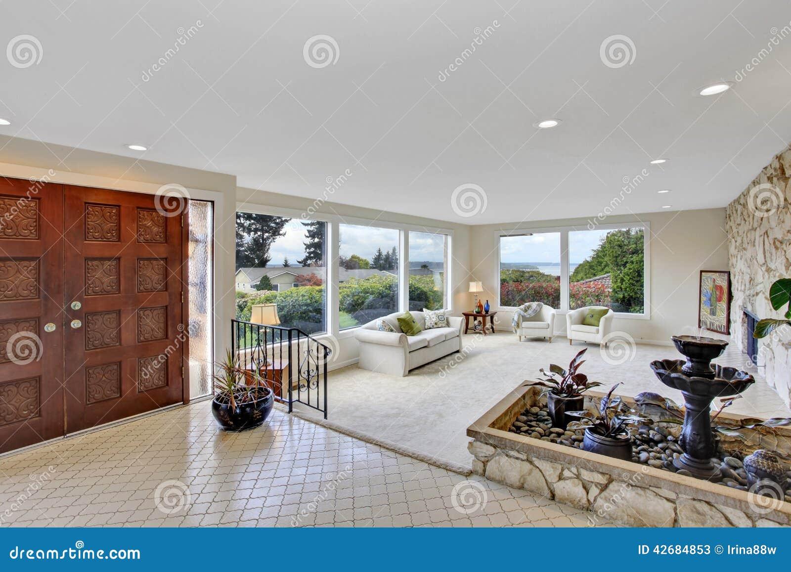 wohnzimmer mit brunnen im luxushaus stockfoto - bild: 42684853, Wohnzimmer dekoo