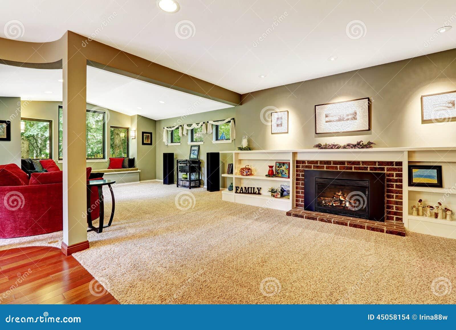 Wohnzimmer Mit Kamin Und Verzierten Regalen Stockfoto Bild Von Verzierten Kamin 45058154