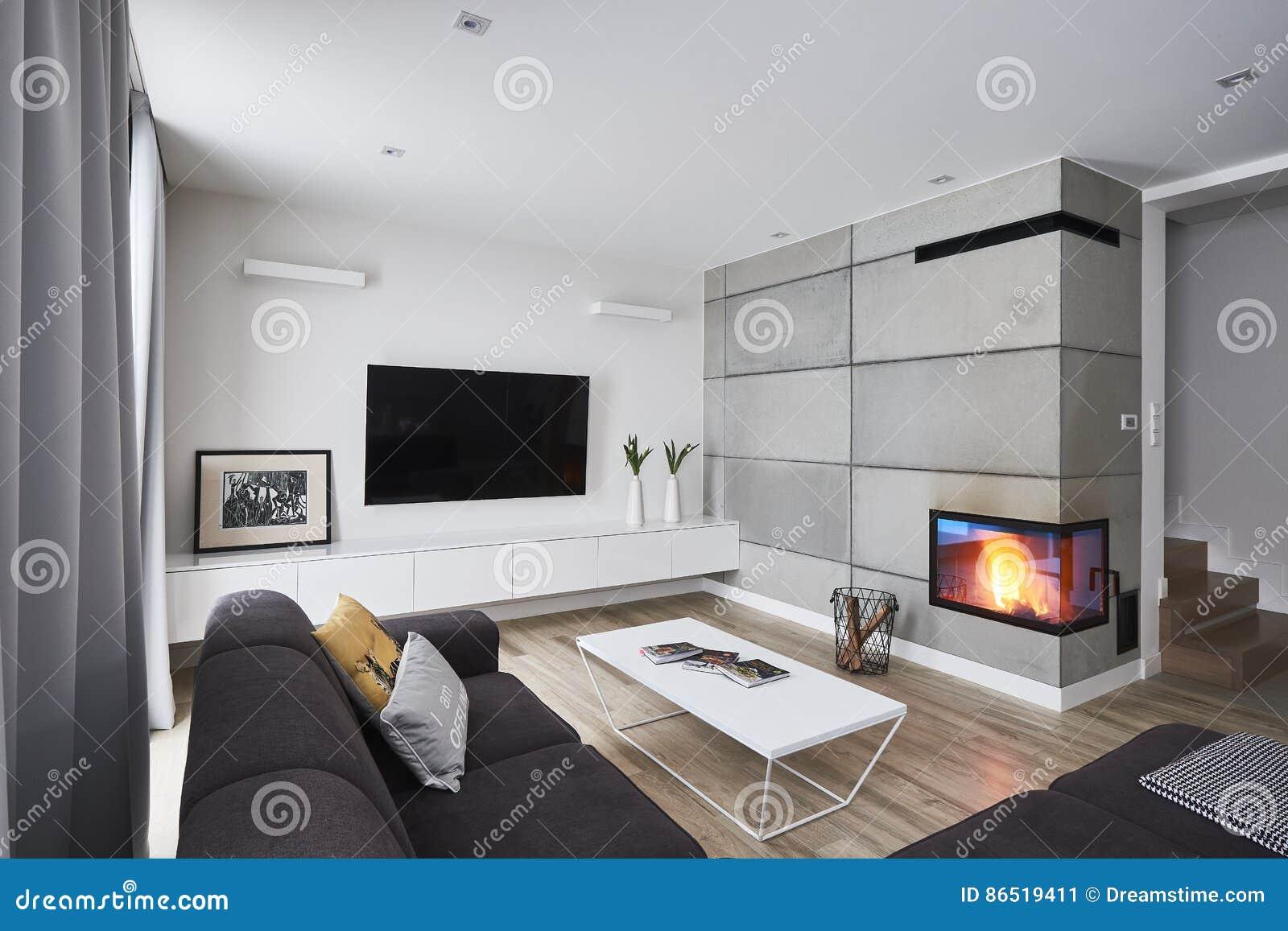 Download Wohnzimmer Mit Kamin Und Weißen Konkreten Braunen Wänden  Redaktionelles Foto   Bild Von Fußboden,
