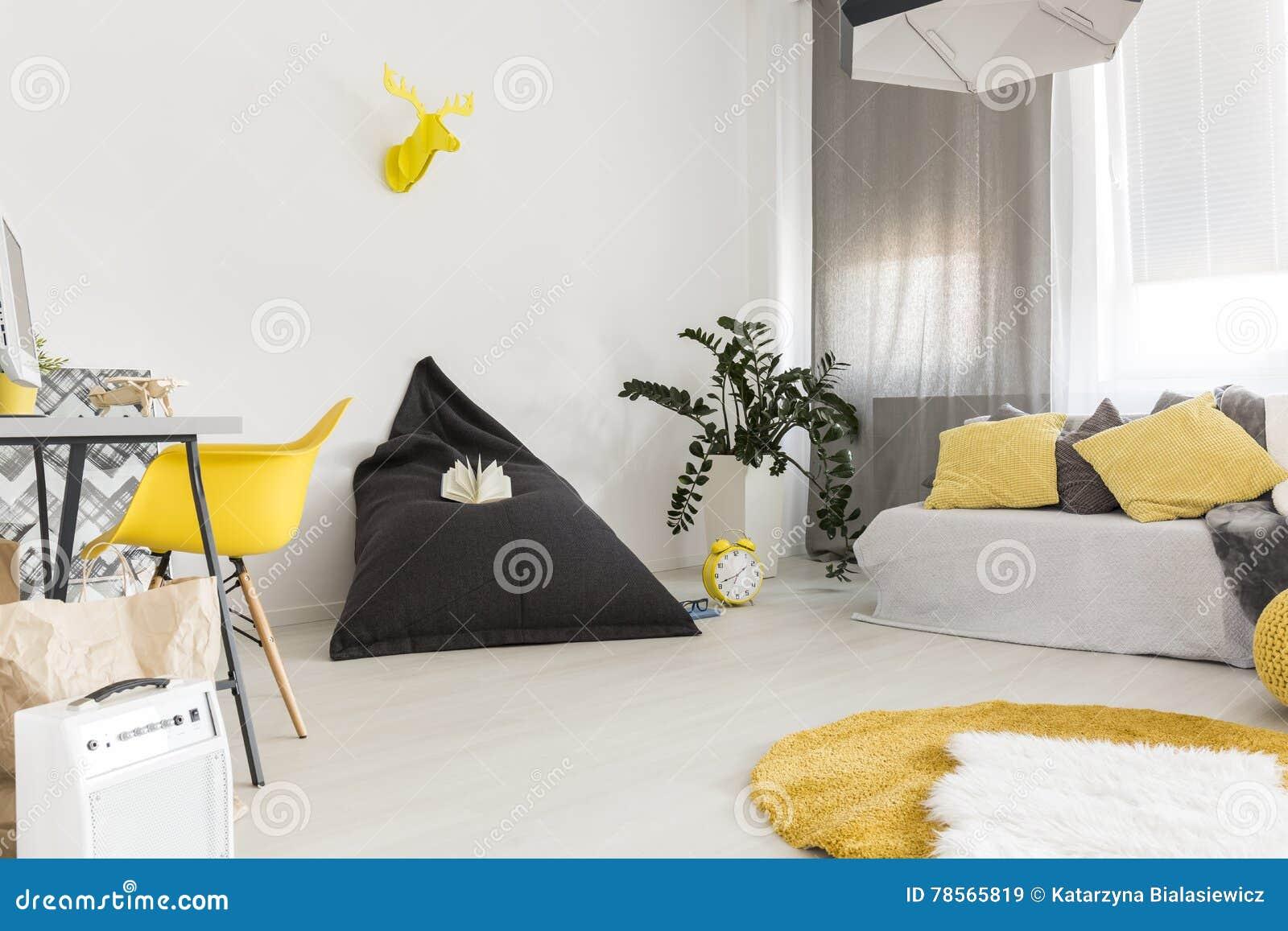 Wohnzimmer Und Buro Kombiniert Stockbild Bild Von Wohnzimmer Kombiniert 78565819