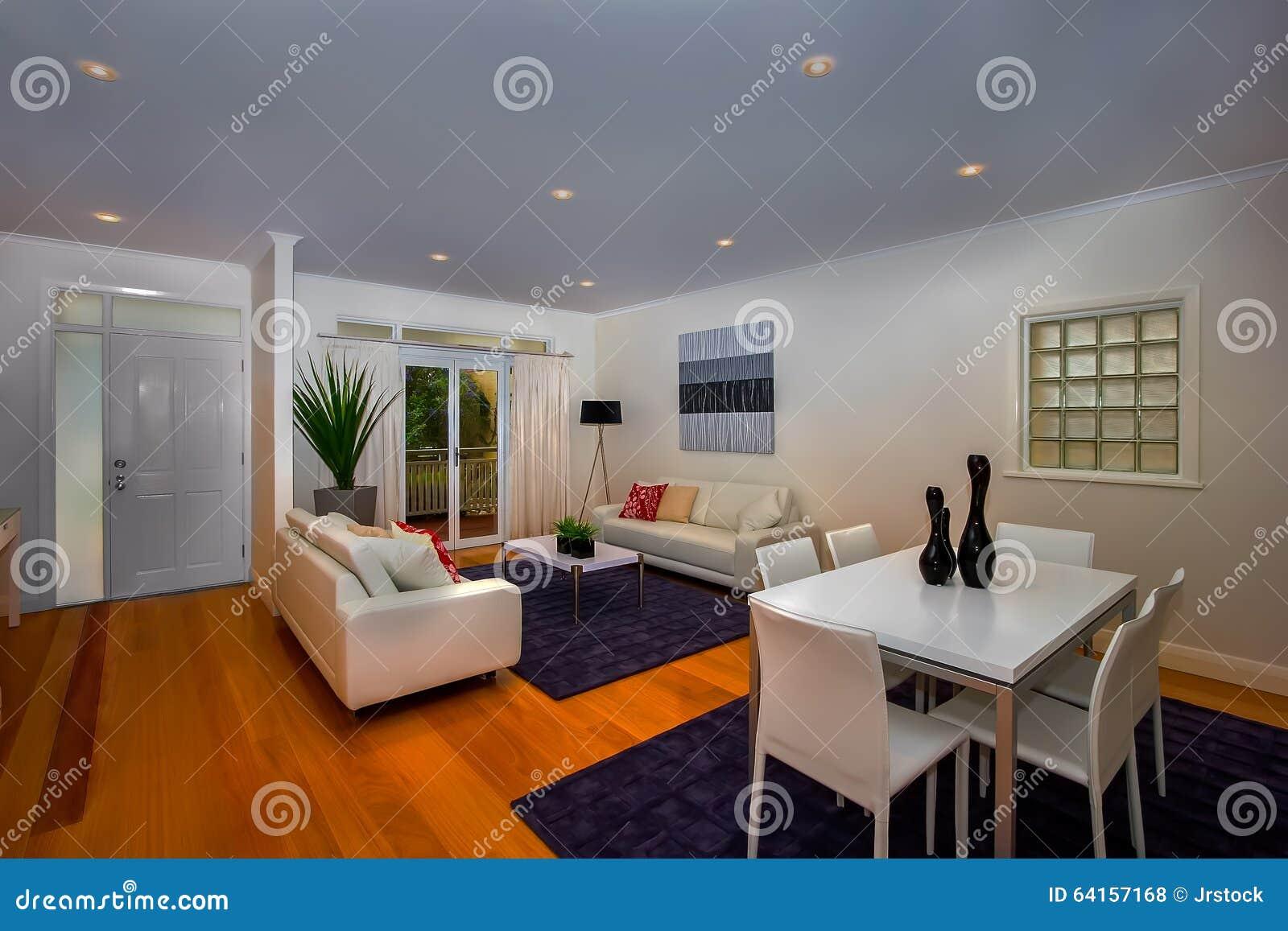 Download Wohnzimmer Und Esszimmer Im Gleichen Raum Stockfoto   Bild Von  Stühle, Zustand: 64157168