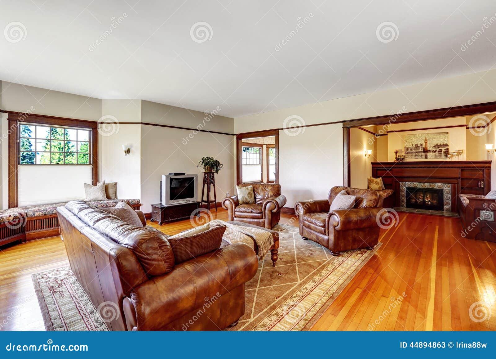 Wohnzimmer Und Sitzecke Mit Kamin Im Alten Luxushaus