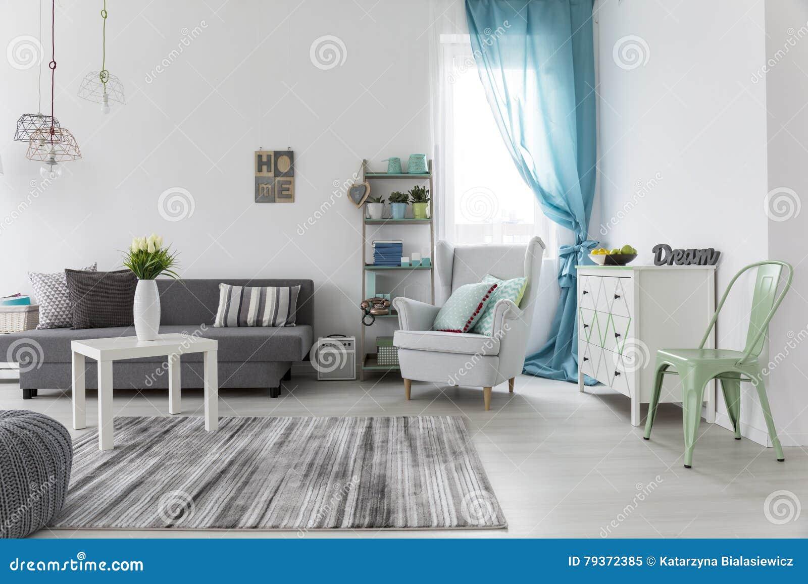 Wohnzimmerinnenraum Mit Hellen Wanden Und Boden Stockbild Bild Von