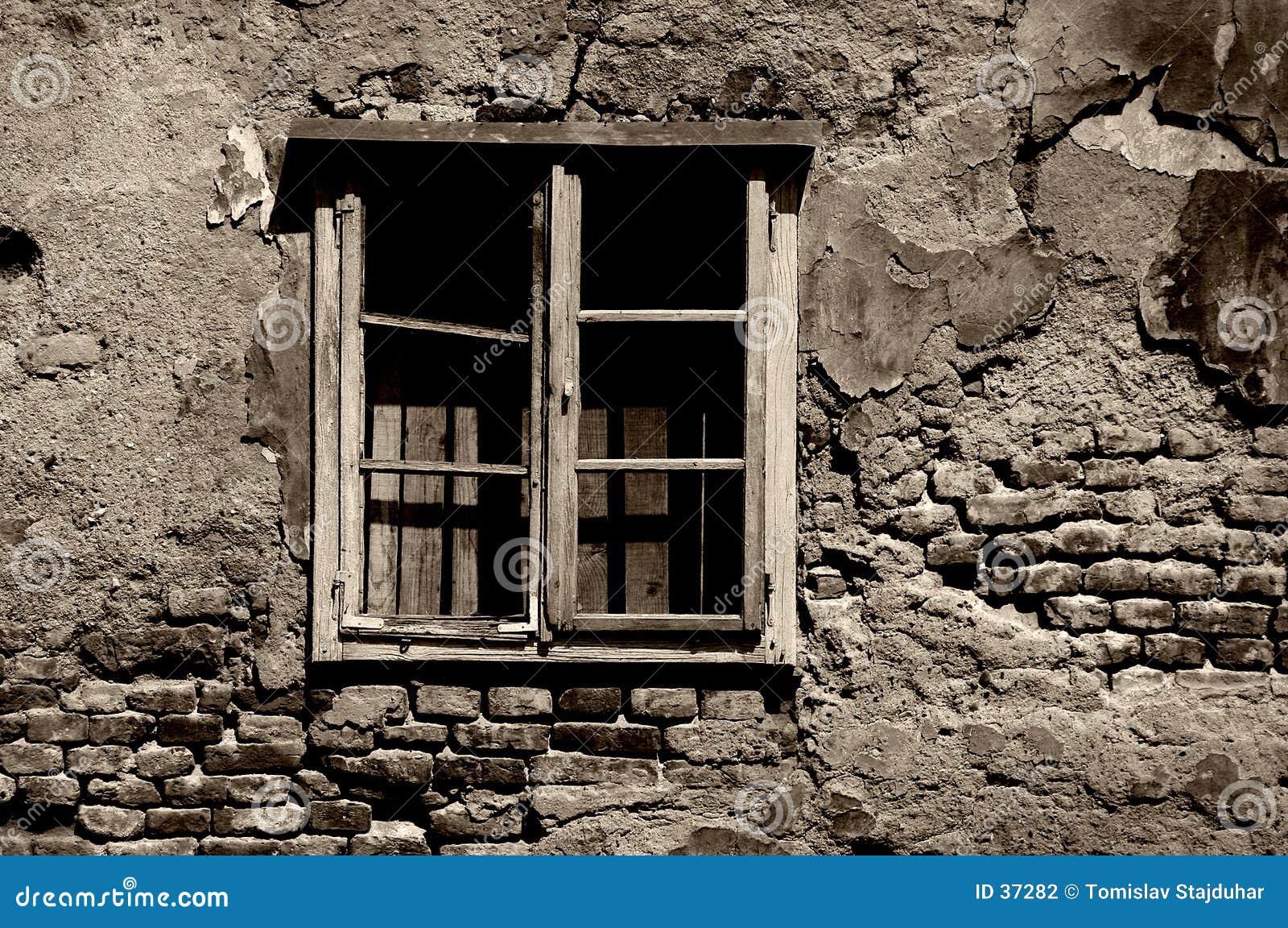 Wojna zniszczone stonowany przez okno