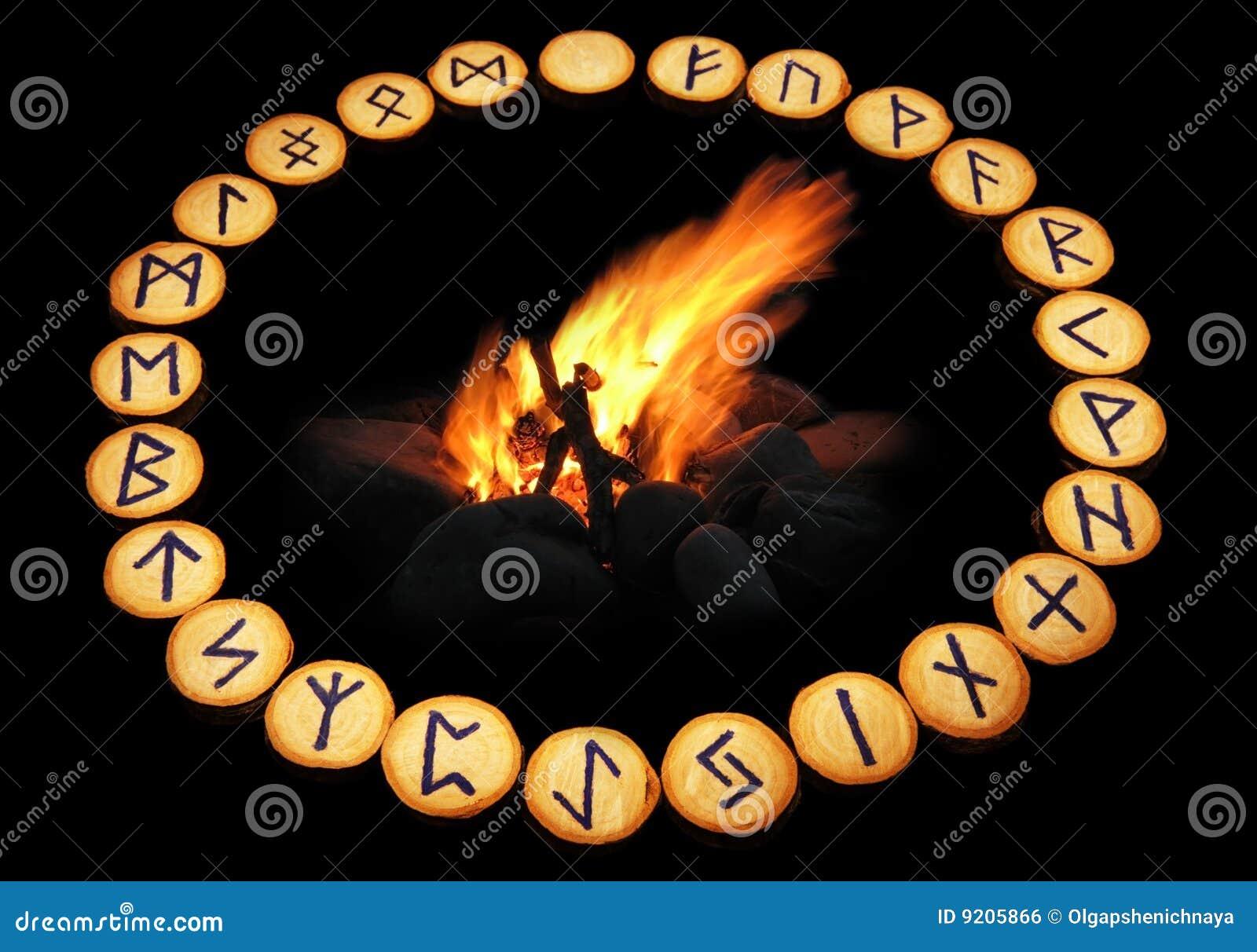 Wokoło tła czerń ogienia runes
