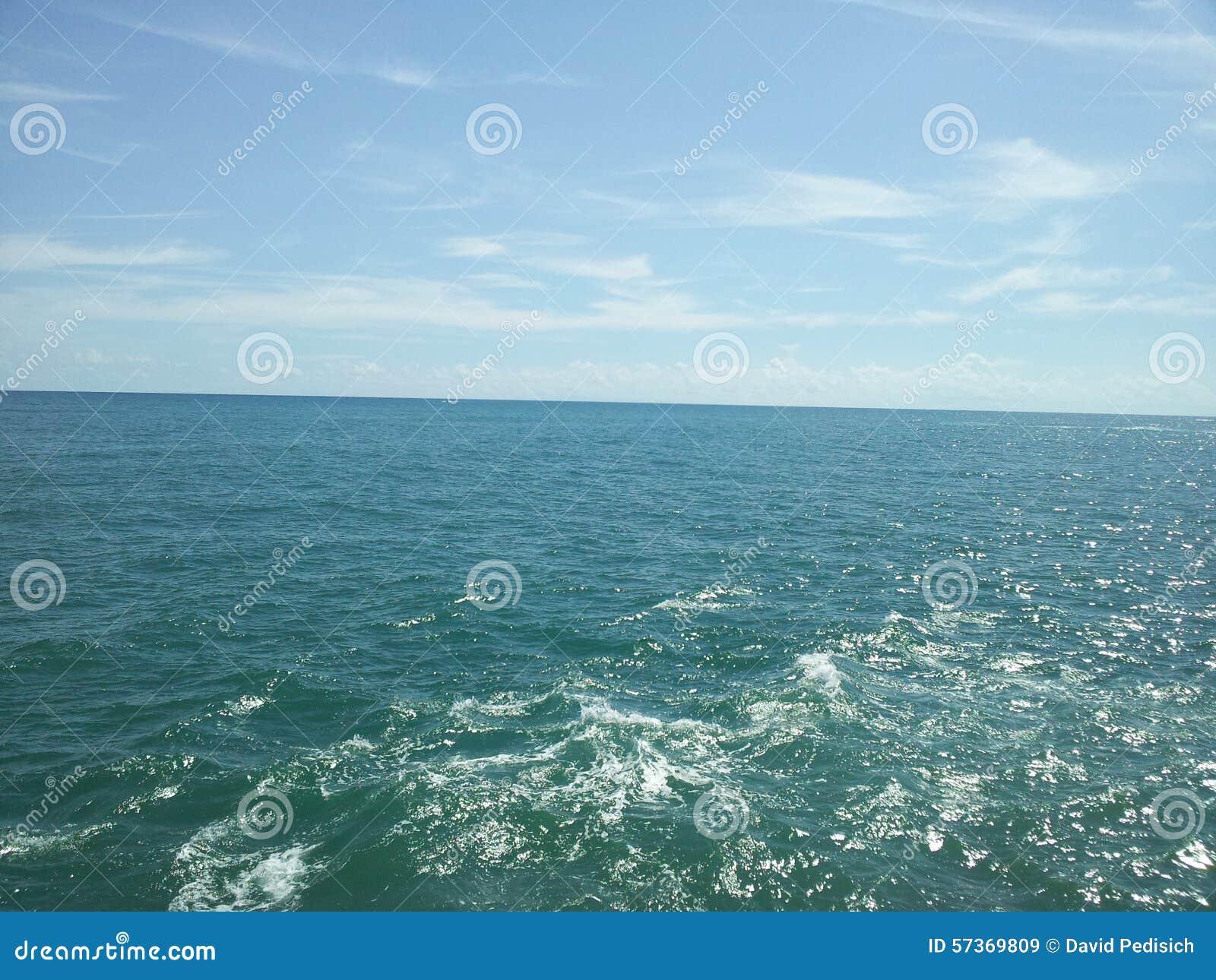 Wolke im Himmel und im Wasser