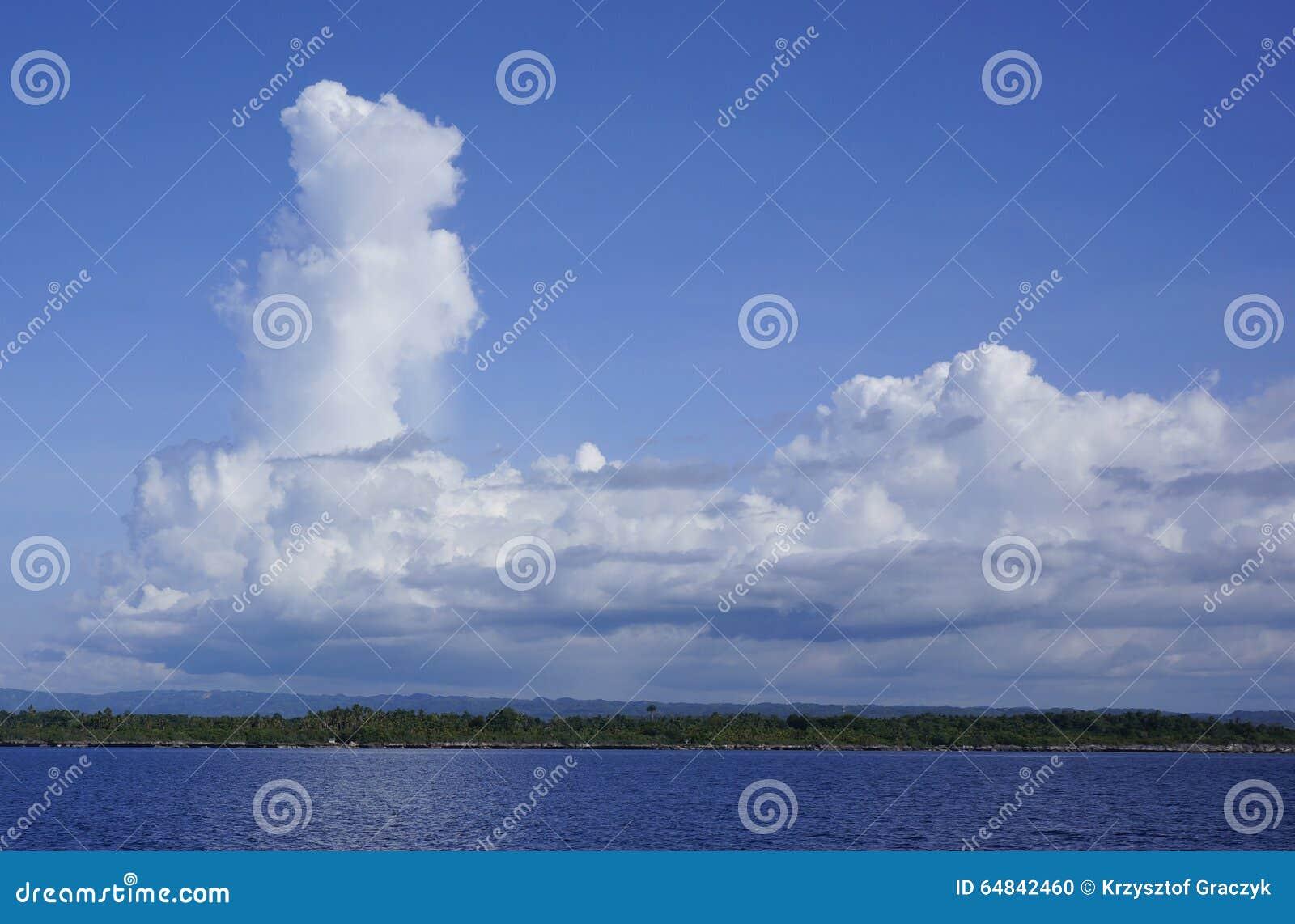 Wolken über der Insel