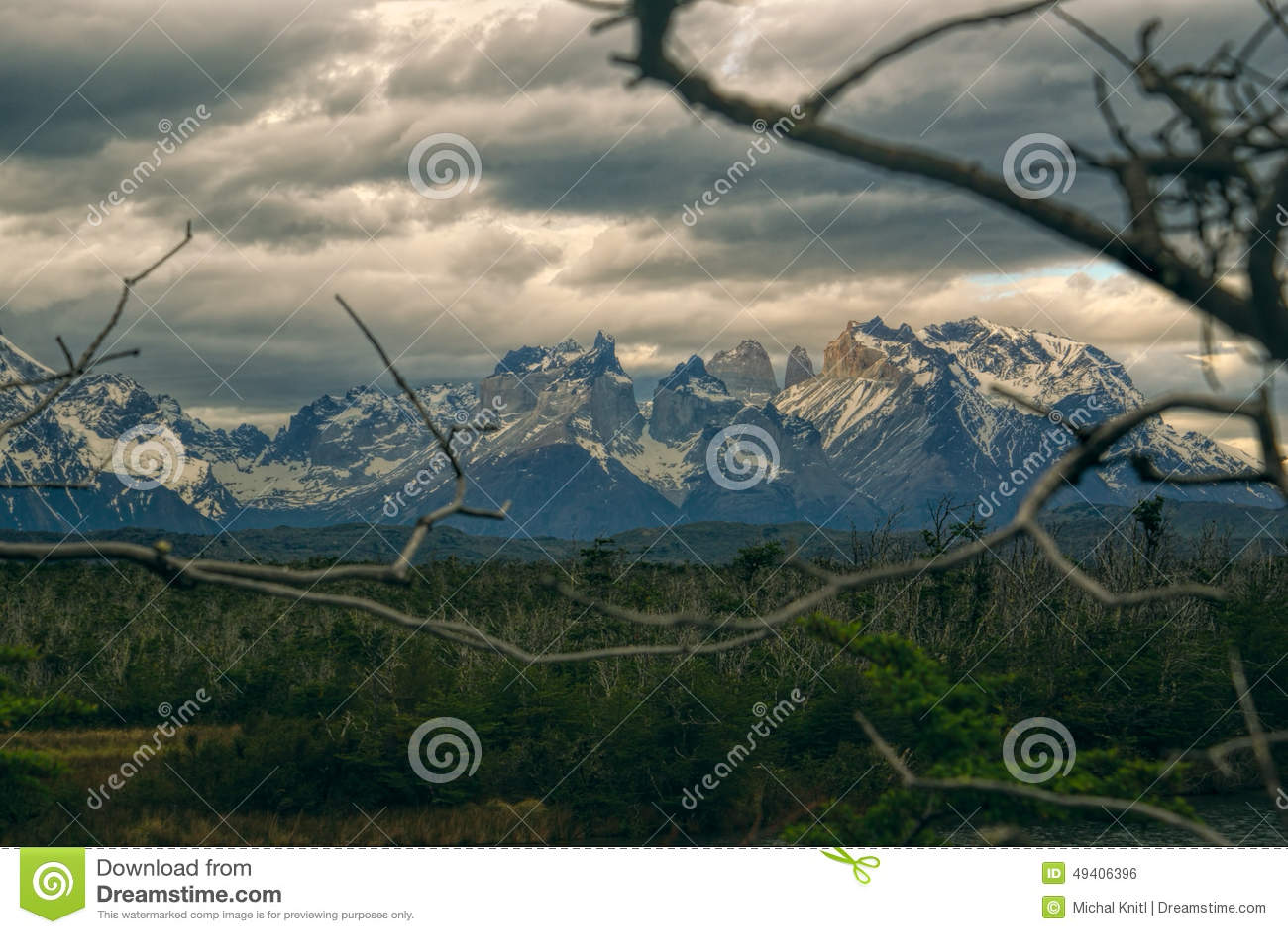 Download Wolken über Torres Del Paine Stockfoto - Bild von pinnacles, morgen: 49406396
