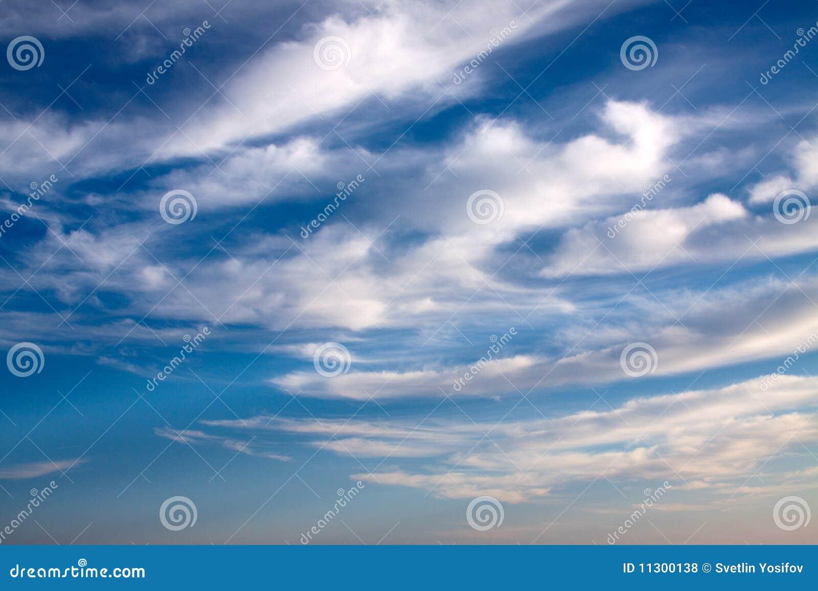 Wolken auf dem blauen Himmel