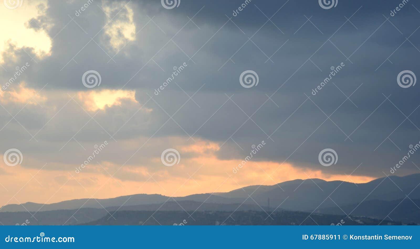 Wolken bij zonsondergang