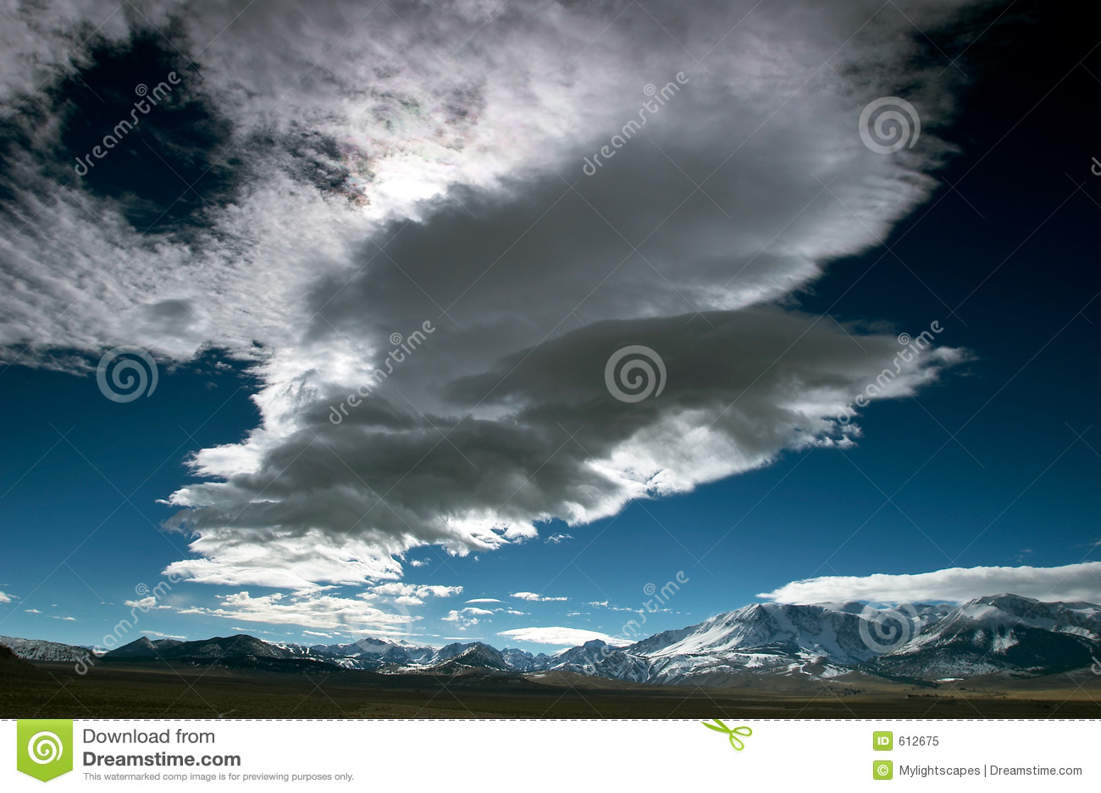 Wolken en de blauwe hemel
