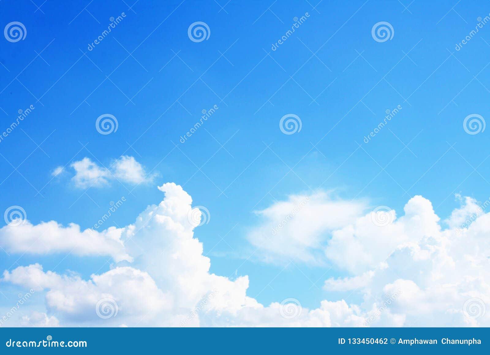 Wolken helder met duidelijke hemel