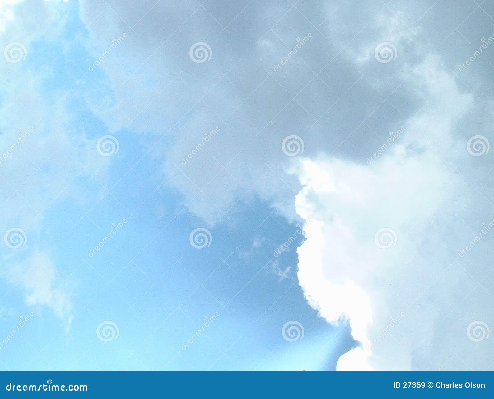 Download Wolken im Himmel stockbild. Bild von blau, weiß, wolken - 27359