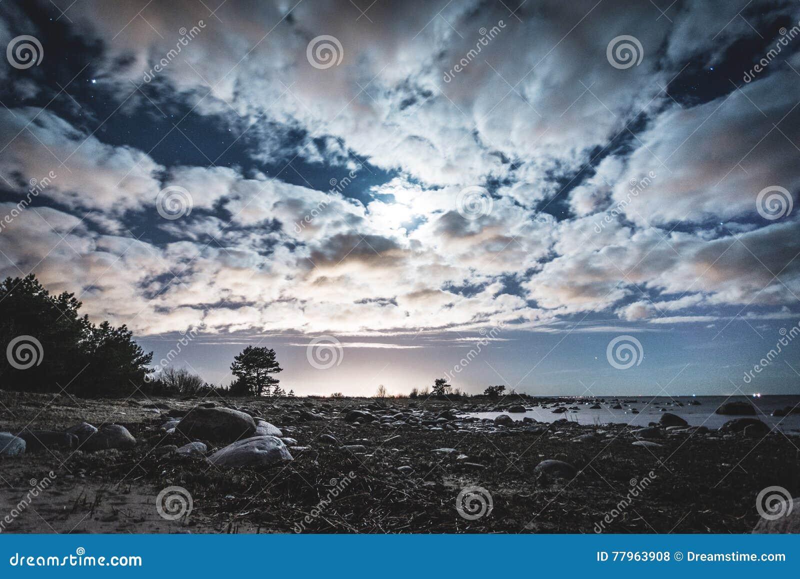 Wolken op het overzees