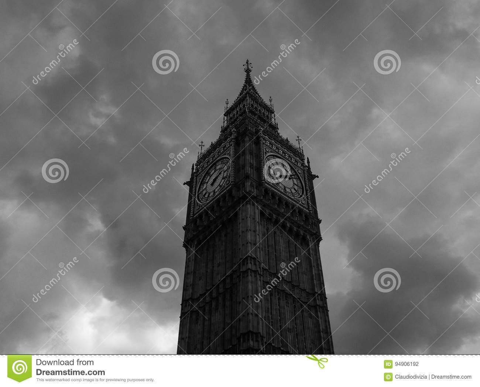 Wolken over Huizen van het Parlement in Londen