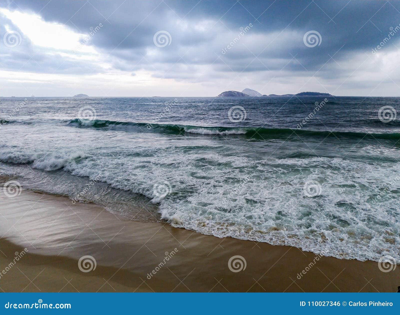 Wolken over oceaan