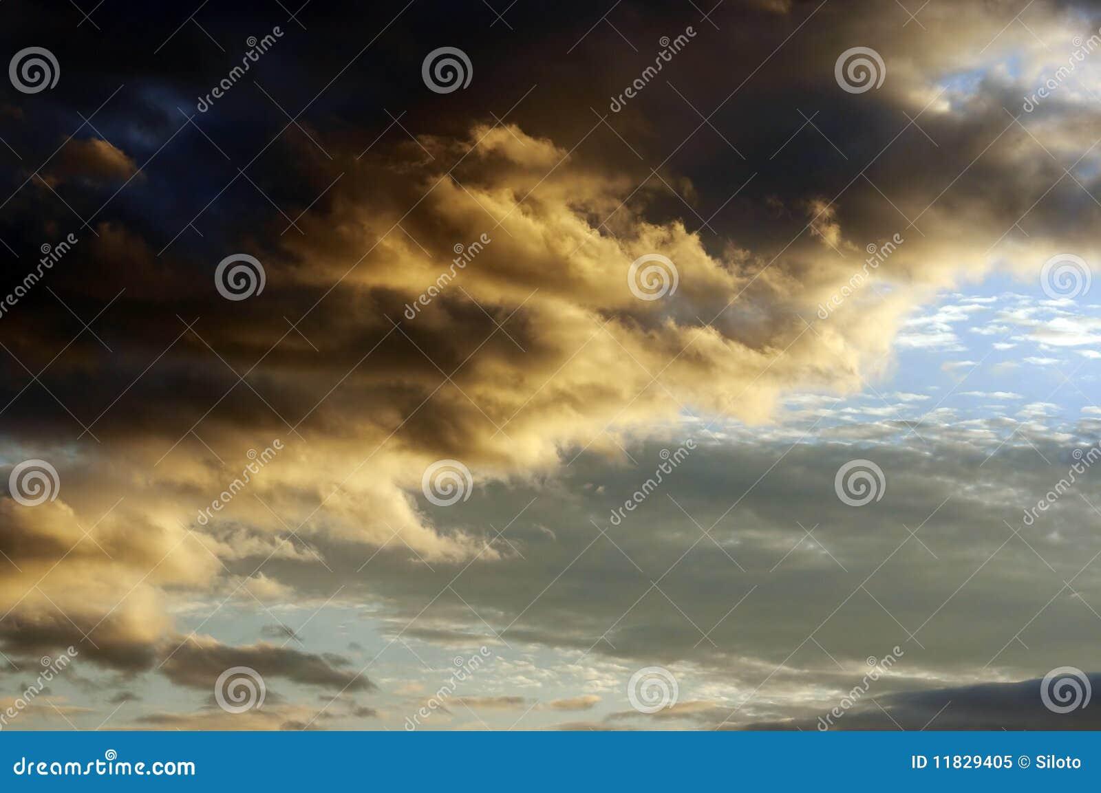 Wolken am Sonnenuntergang