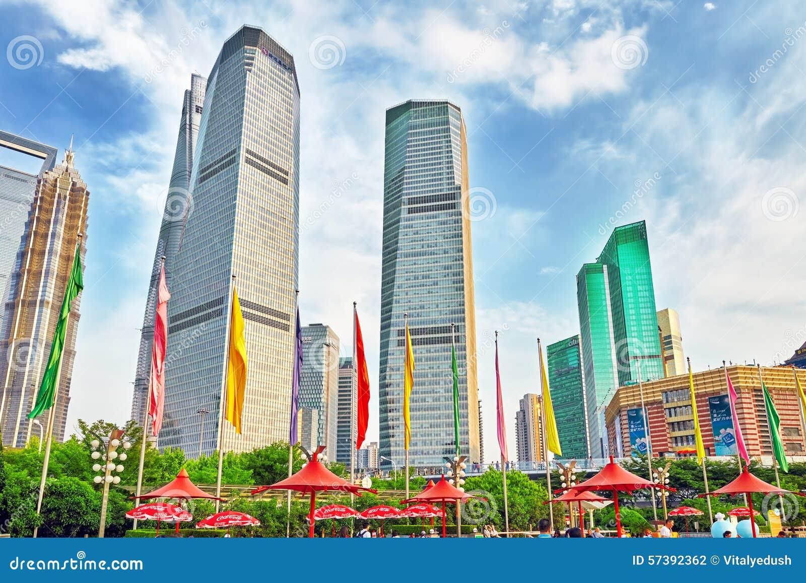 Wolkenkrabbers, stad de bouw van Pudong, Shanghai, China