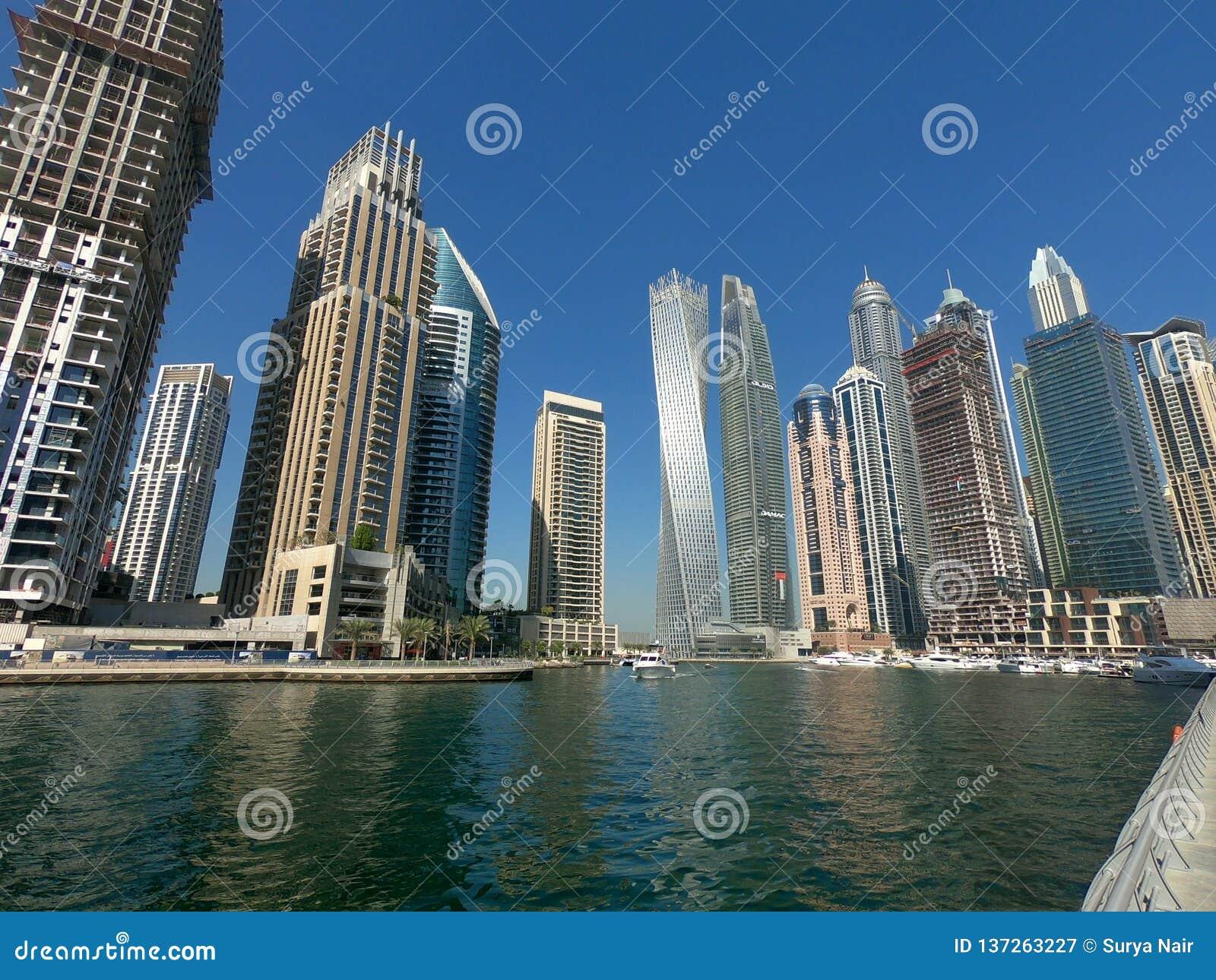 Wolkenkrabbers, Woningbouw in Doubai Marina Skyline worden gezien die