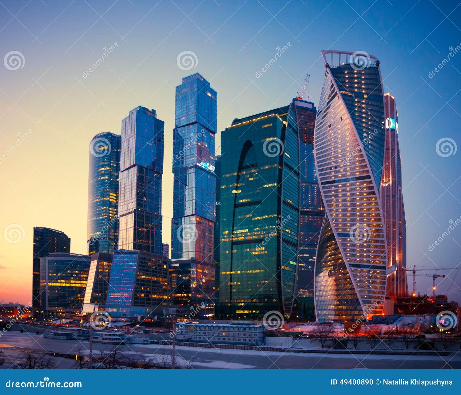 Download Wolkenkratzer-Gebäude Des Moskau-Stadtgeschäftskomplexes An Dämmerung, M Stockfoto - Bild von belichtet, geschäft: 49400890