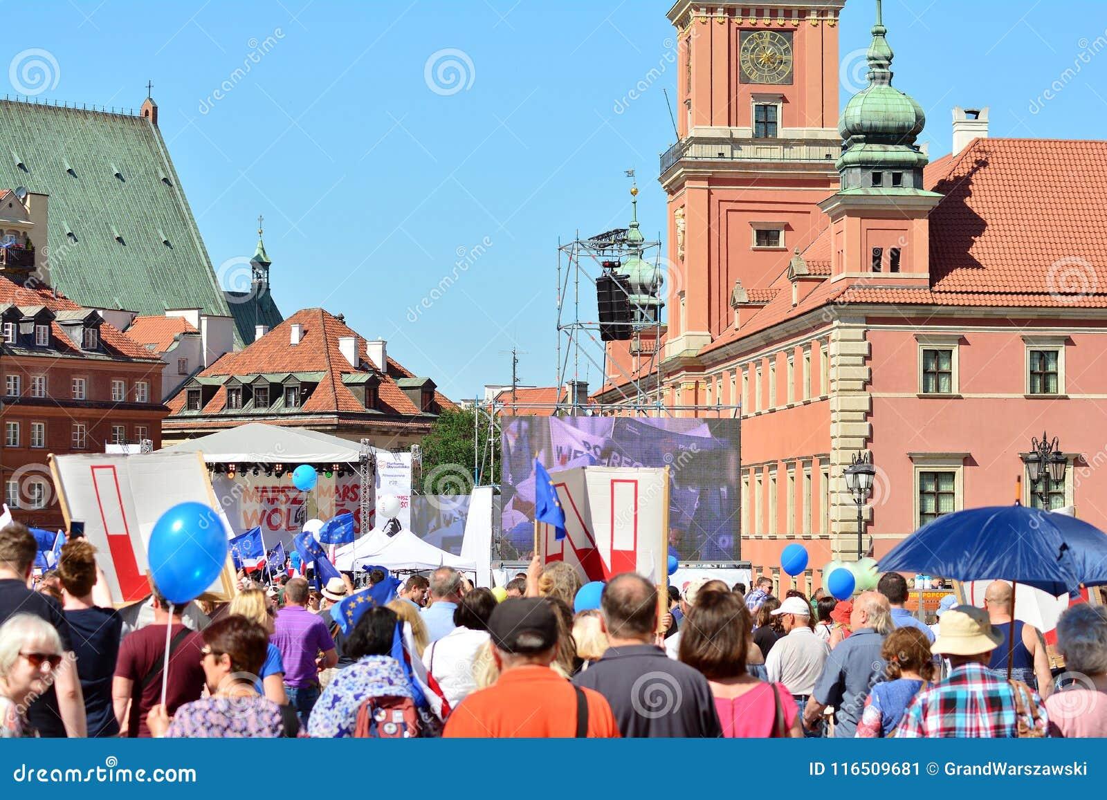 Wolność Marzec Słupy maszerują potępiać rzędu, żlobi demokrację