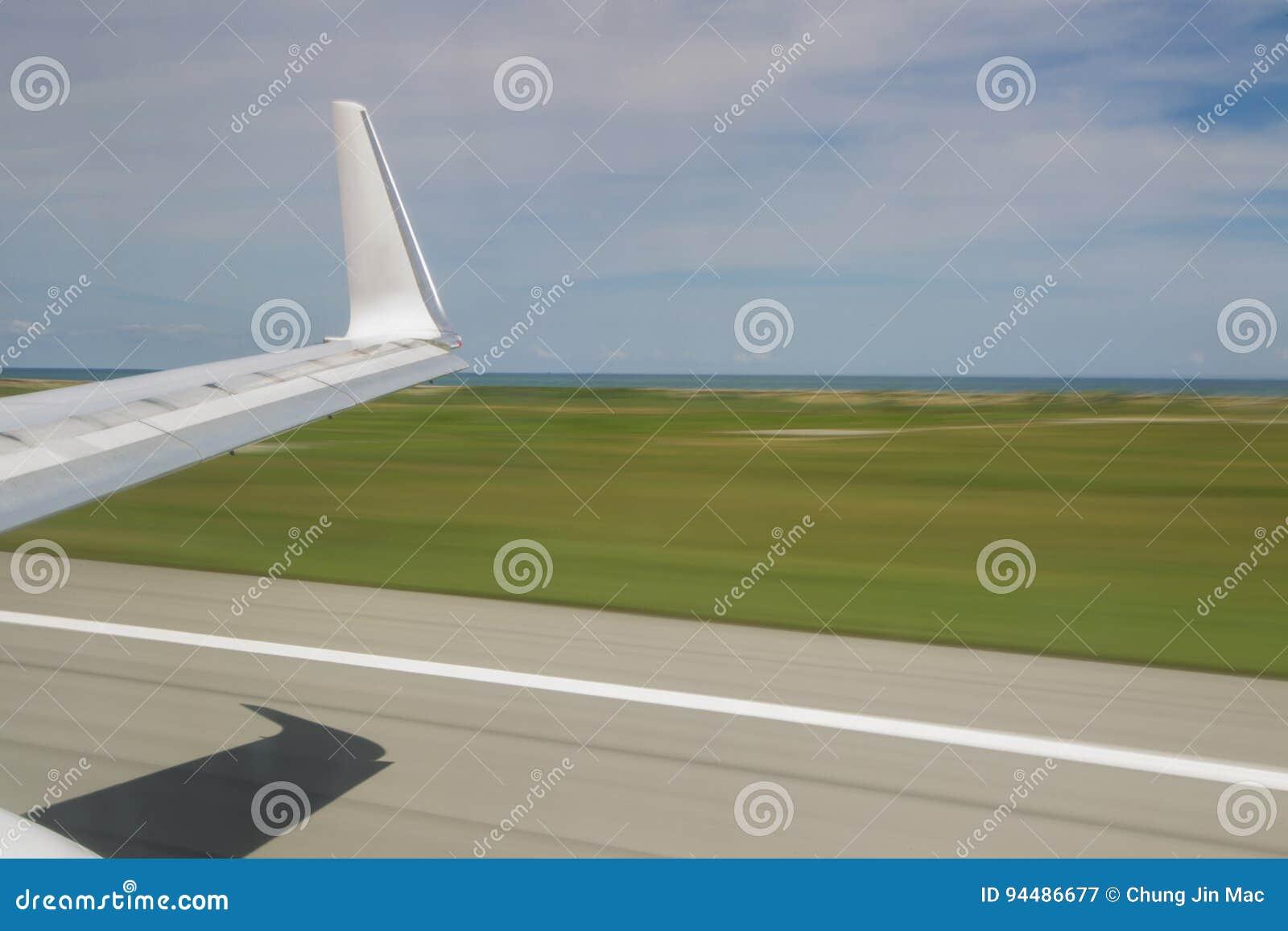 Wolny żaluzja widoku seansu samolot zdejmował