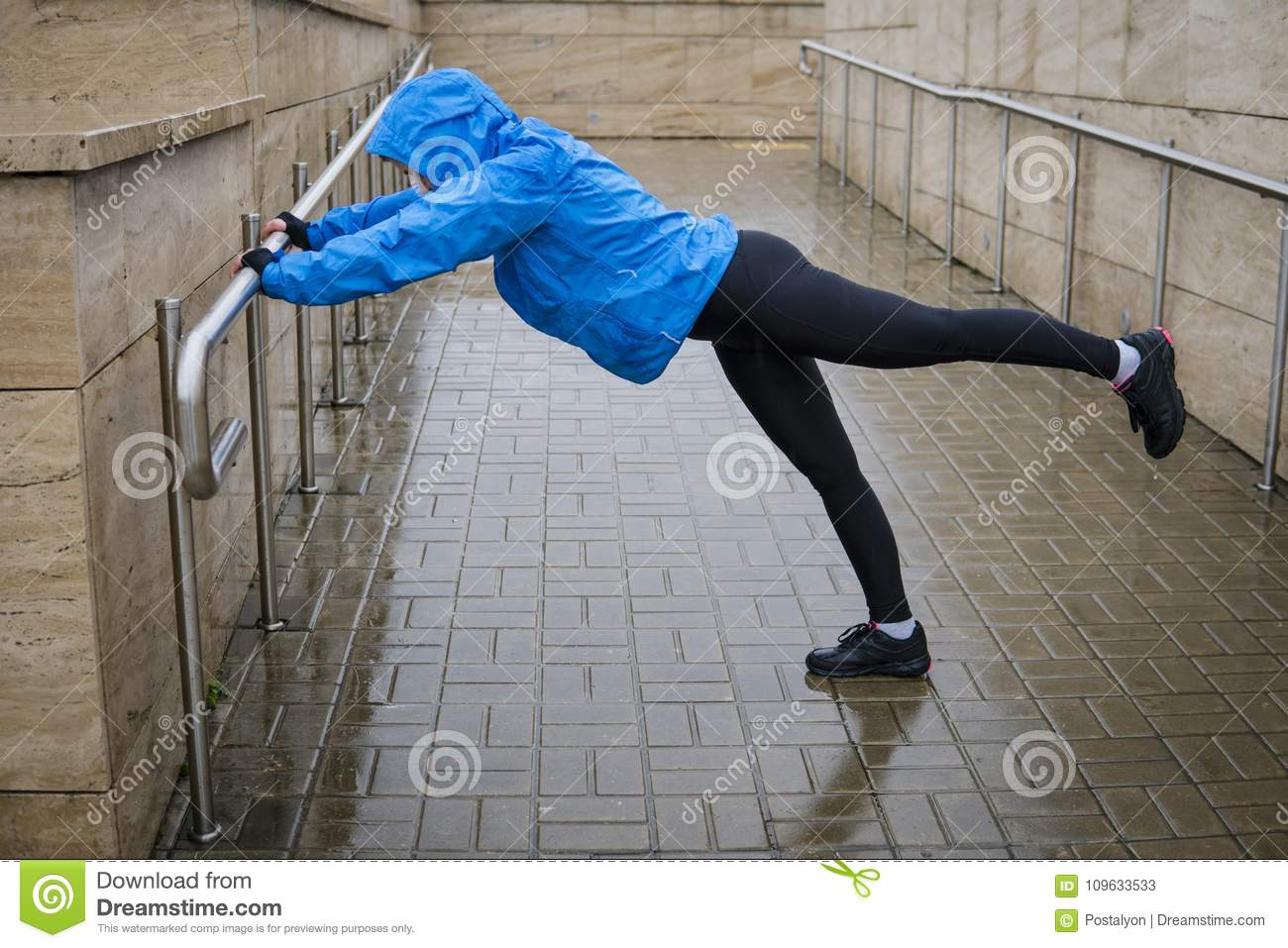 Woman adult doing bodyweight glute and leg exercises on outdoor