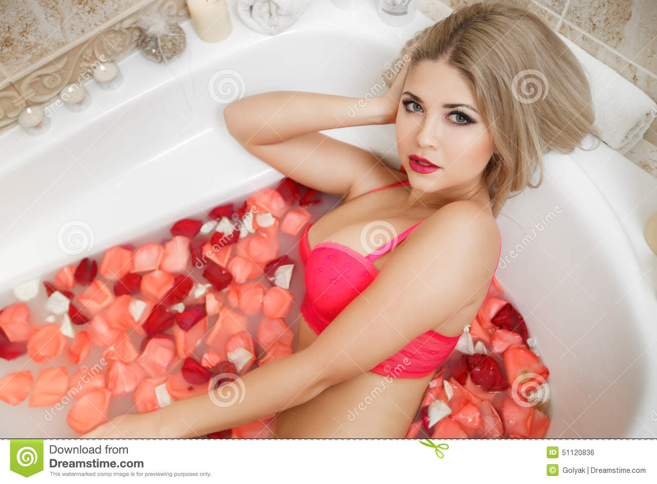In nude bath tub girl