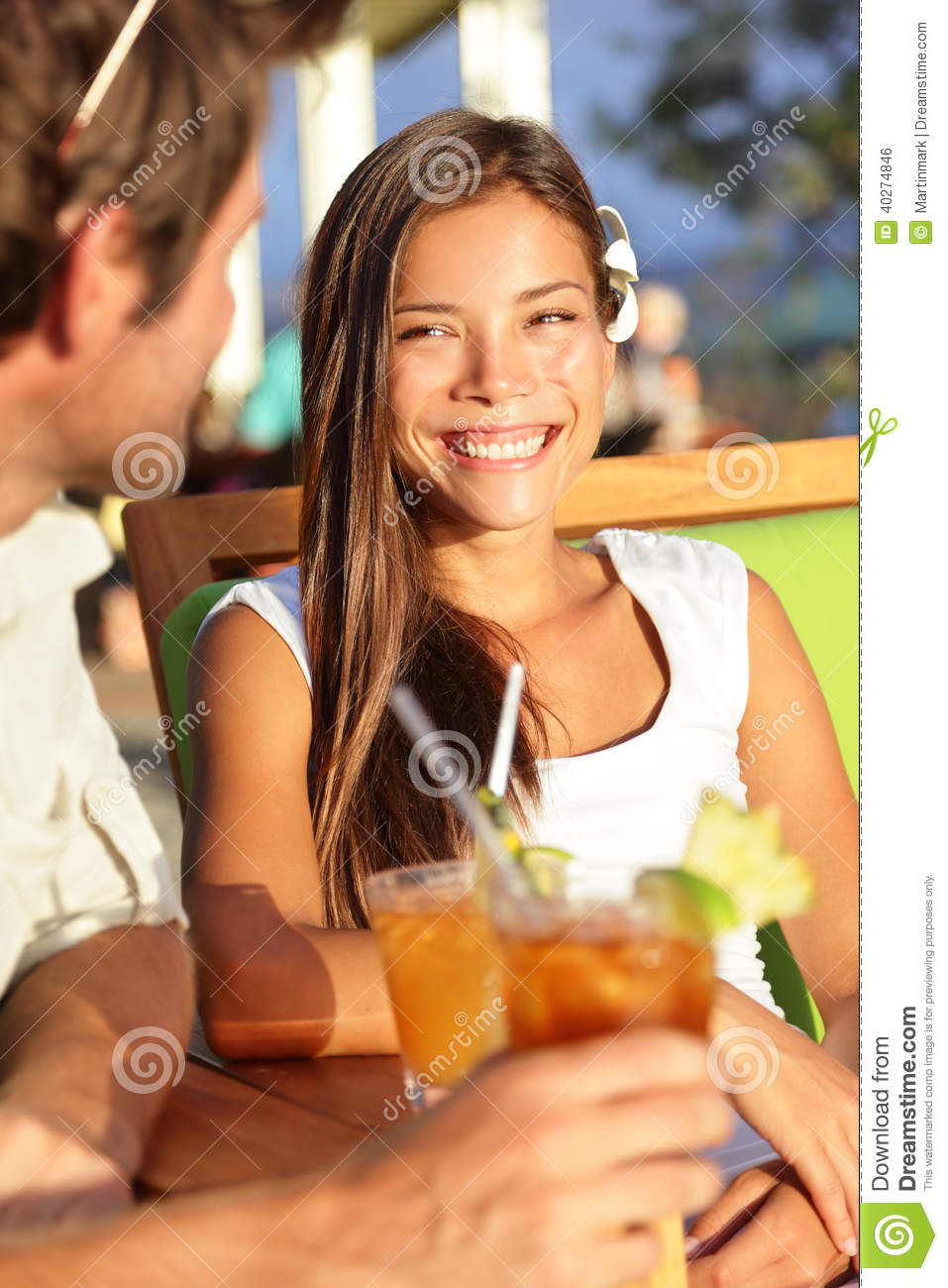 dating a non committal woman Signs of a non-committal man by: sam grover a non-committal man is one who doesn't want to settle down and be in a relationship, but would prefer to just casually date and be with you from time to time.