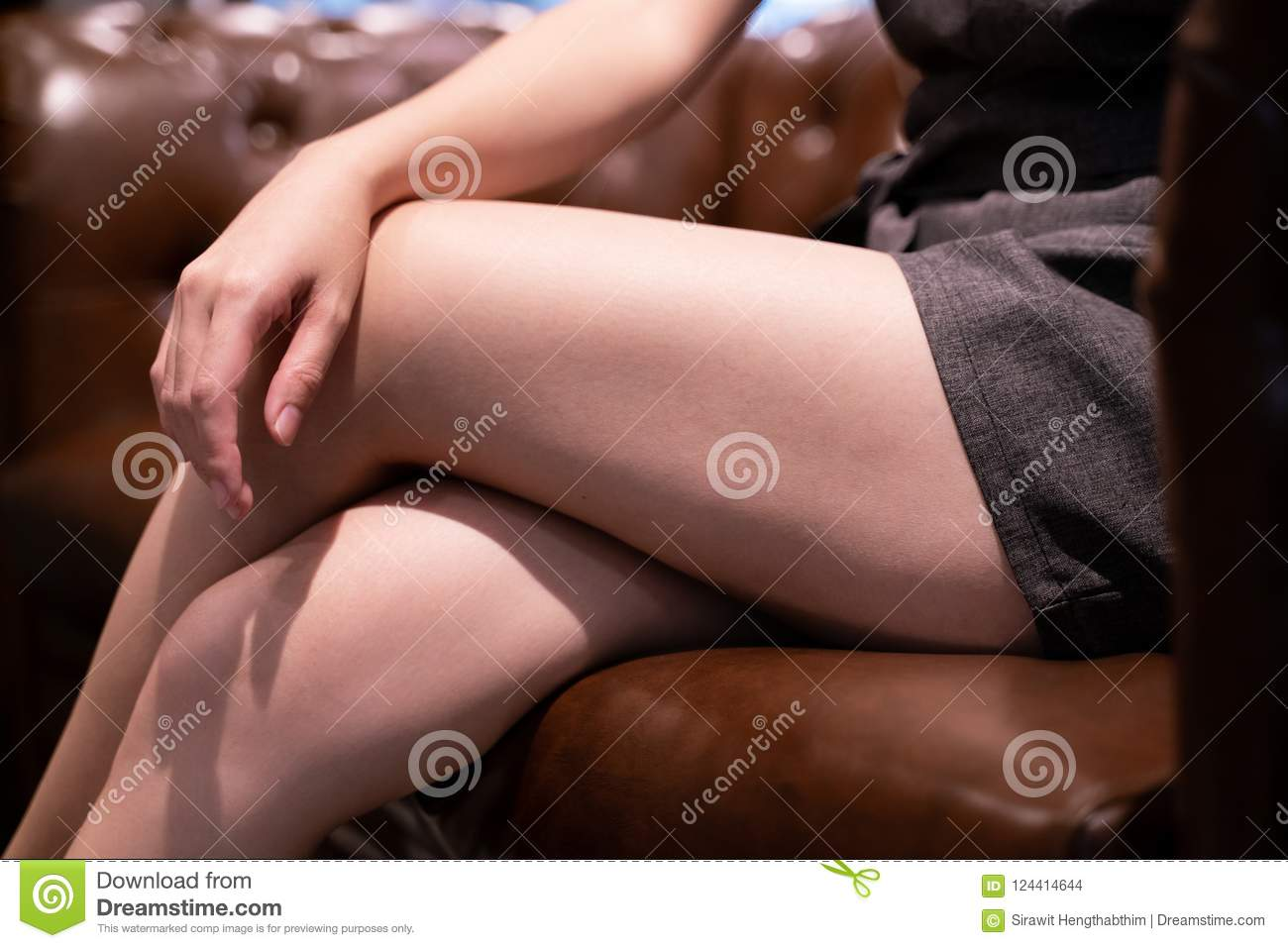 A when woman it legs her crosses what does mean Body Language