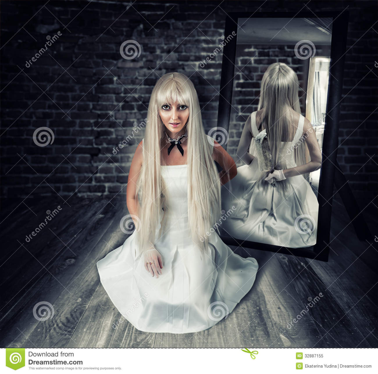 ... Knife In Mirror Reflection Royalty Free Stock Photo - Image: 32887155