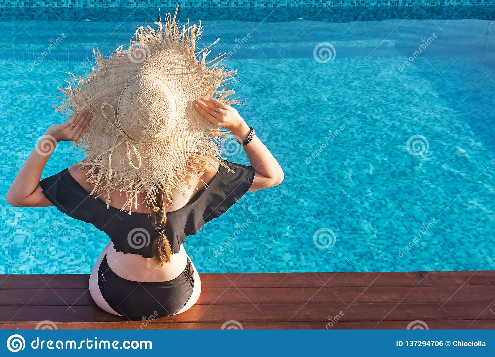 Woman In A Big Straw Hat Sitting Near The Swimming Pool Enjoying The Sun Stock Photo Image Of Straw Holiday 137294706