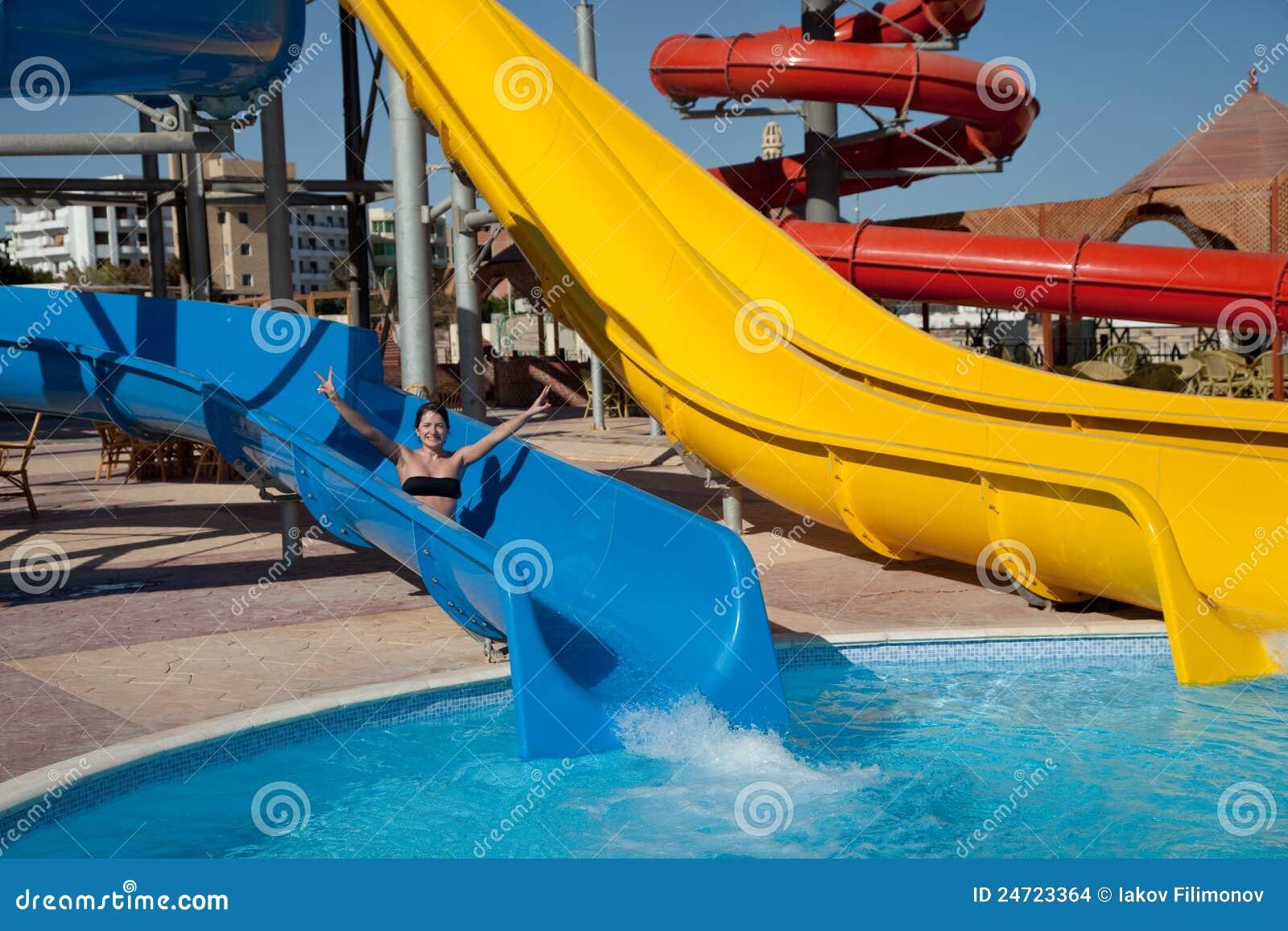 Great Woman On Water Slide 1300 x 957 · 194 kB · jpeg