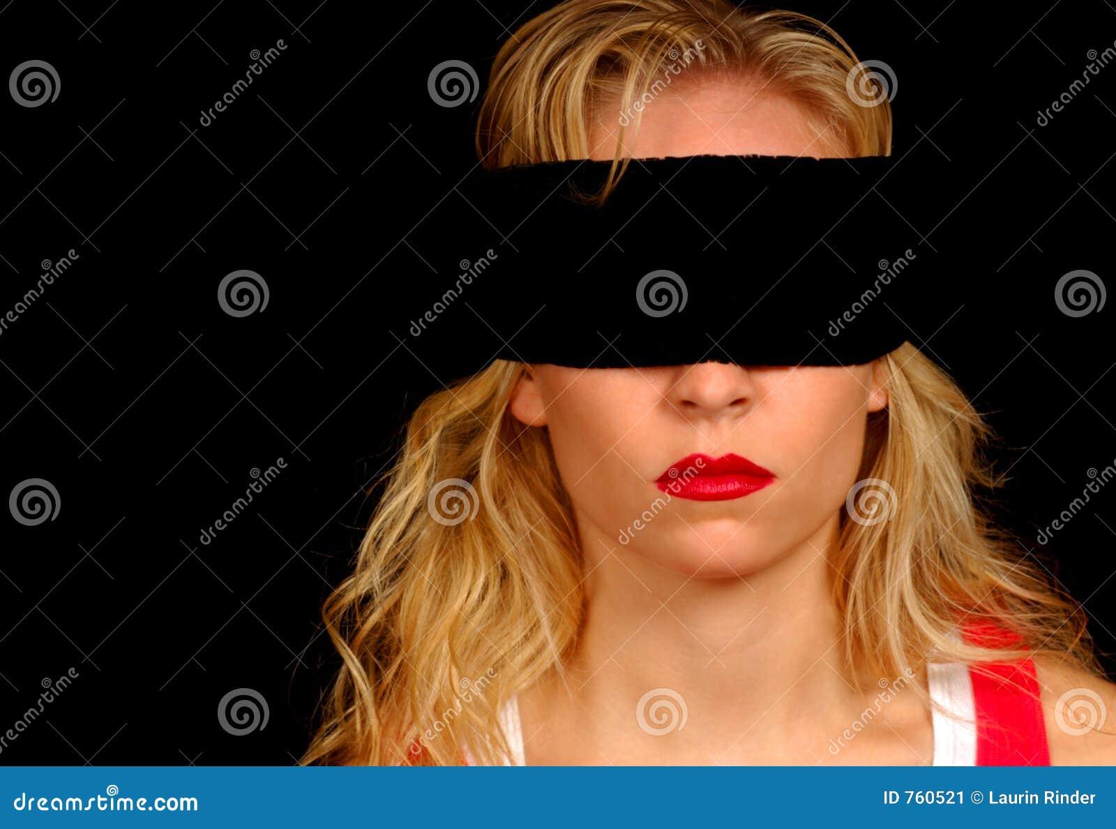 У девушки завязаны глаза, Тонкости занятия любовью с завязанными 29 фотография