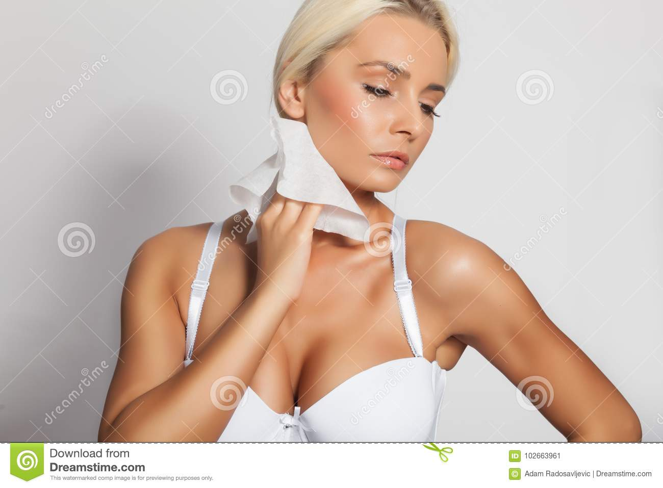 Woman Clean Neck With Wet Wipes Stock Image - Image of holding ... dfa1d9346
