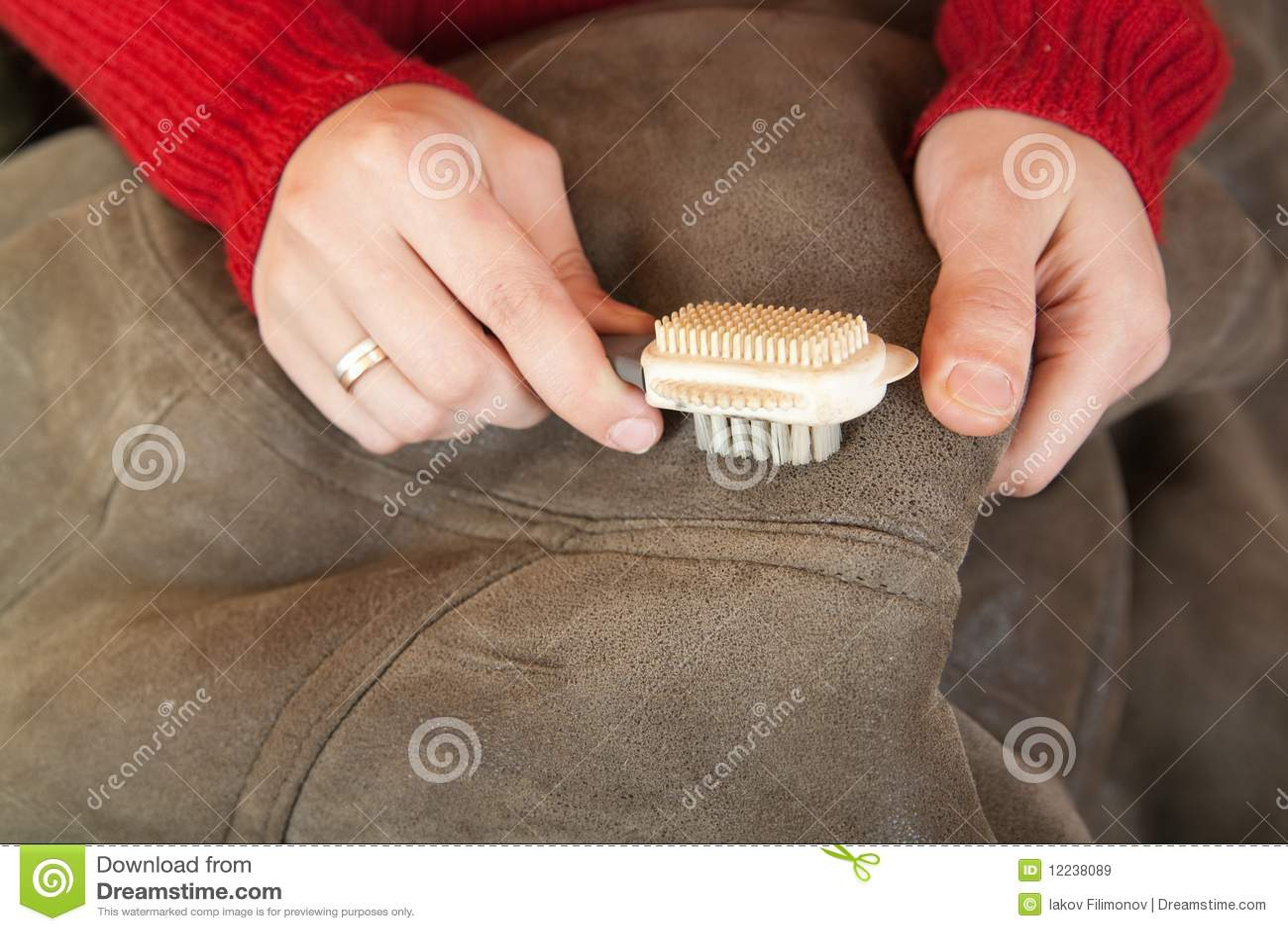 Чем почистить белую замшу в домашних условиях