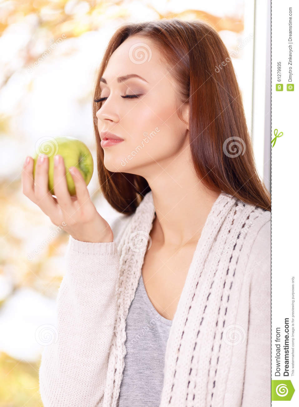 theme of the scent of apples Write a poem about how winter affects your senses the lines of the poem begin  with: winter looks like, winter sounds like, winter feels like, winter smells like,.
