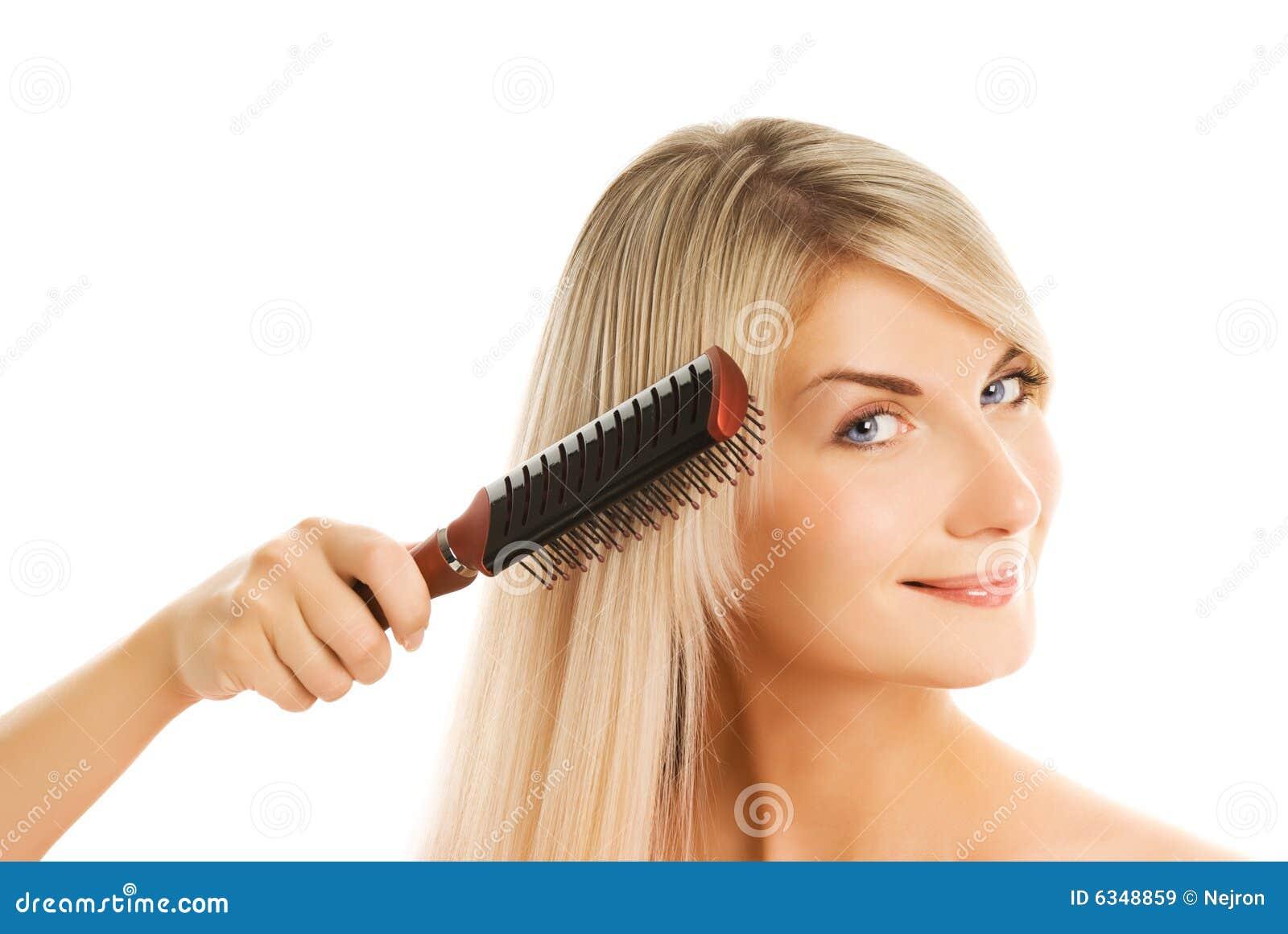 Почему нельзя расчёсывать волосы ночью
