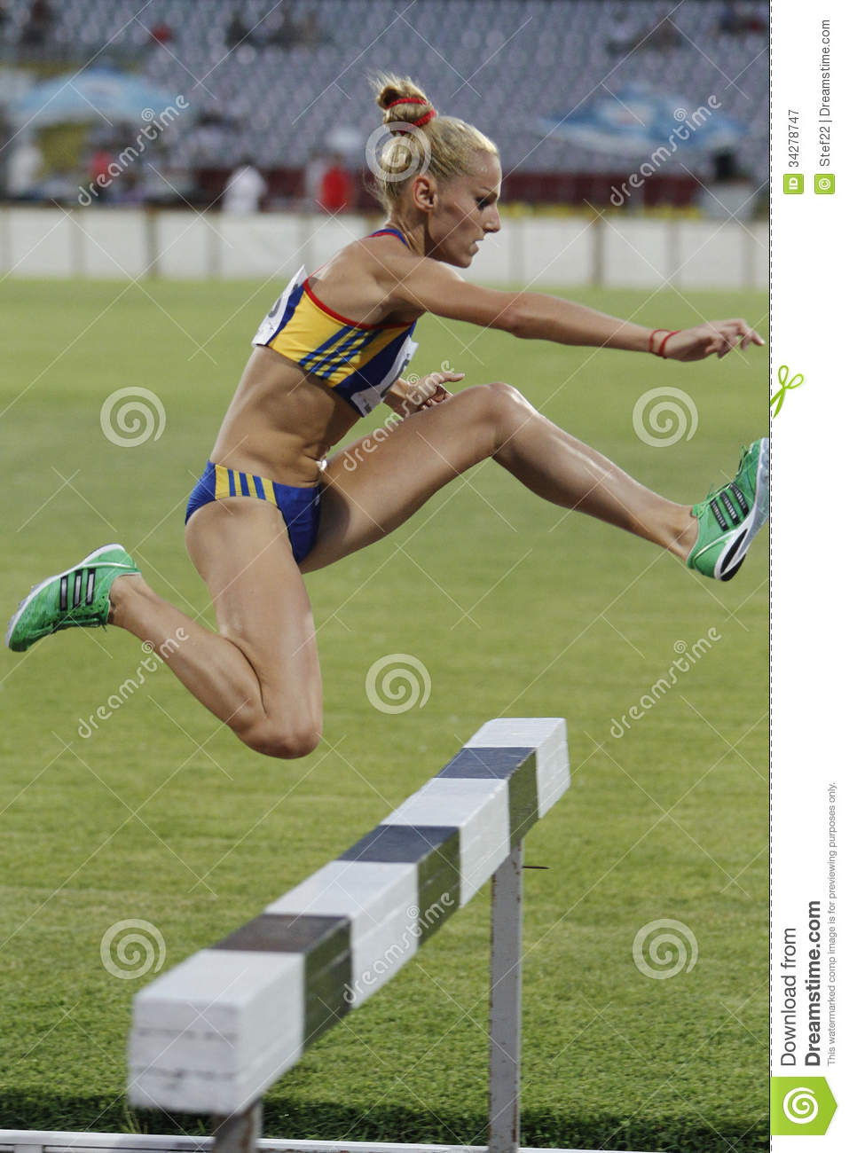 Woman Competitor At 3000m Steeplechase Editorial ...