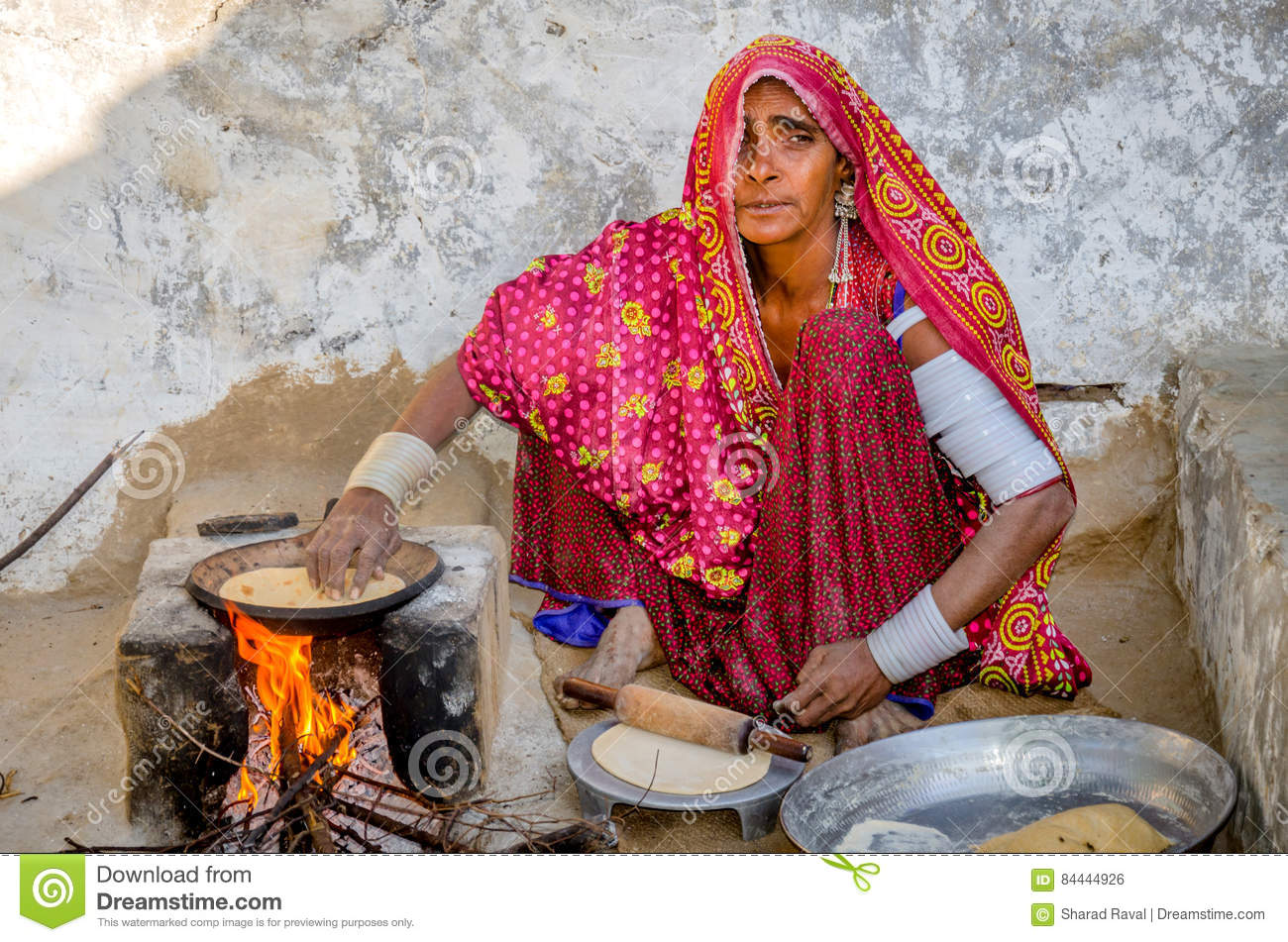 Woman Cooking Food On Wood Fire. Editorial Photo - Image of bake, chapati: 84444926