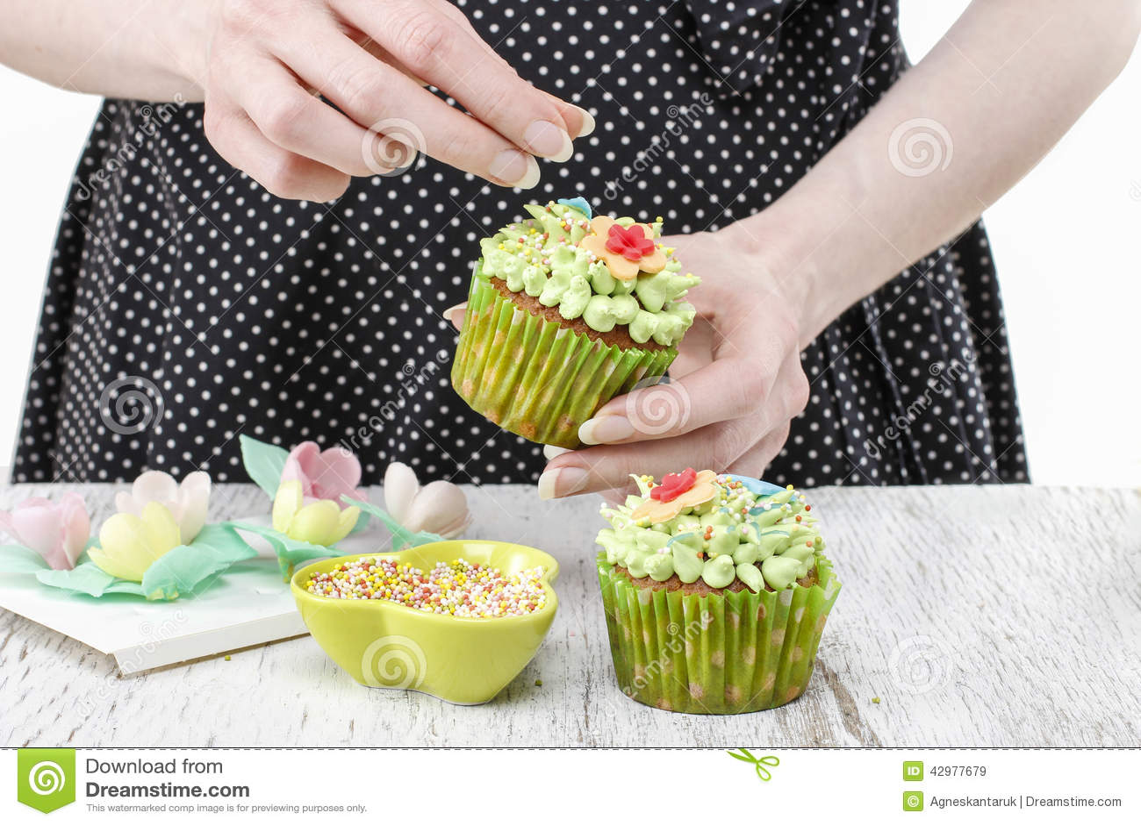 decorating dessert party woman cupcake