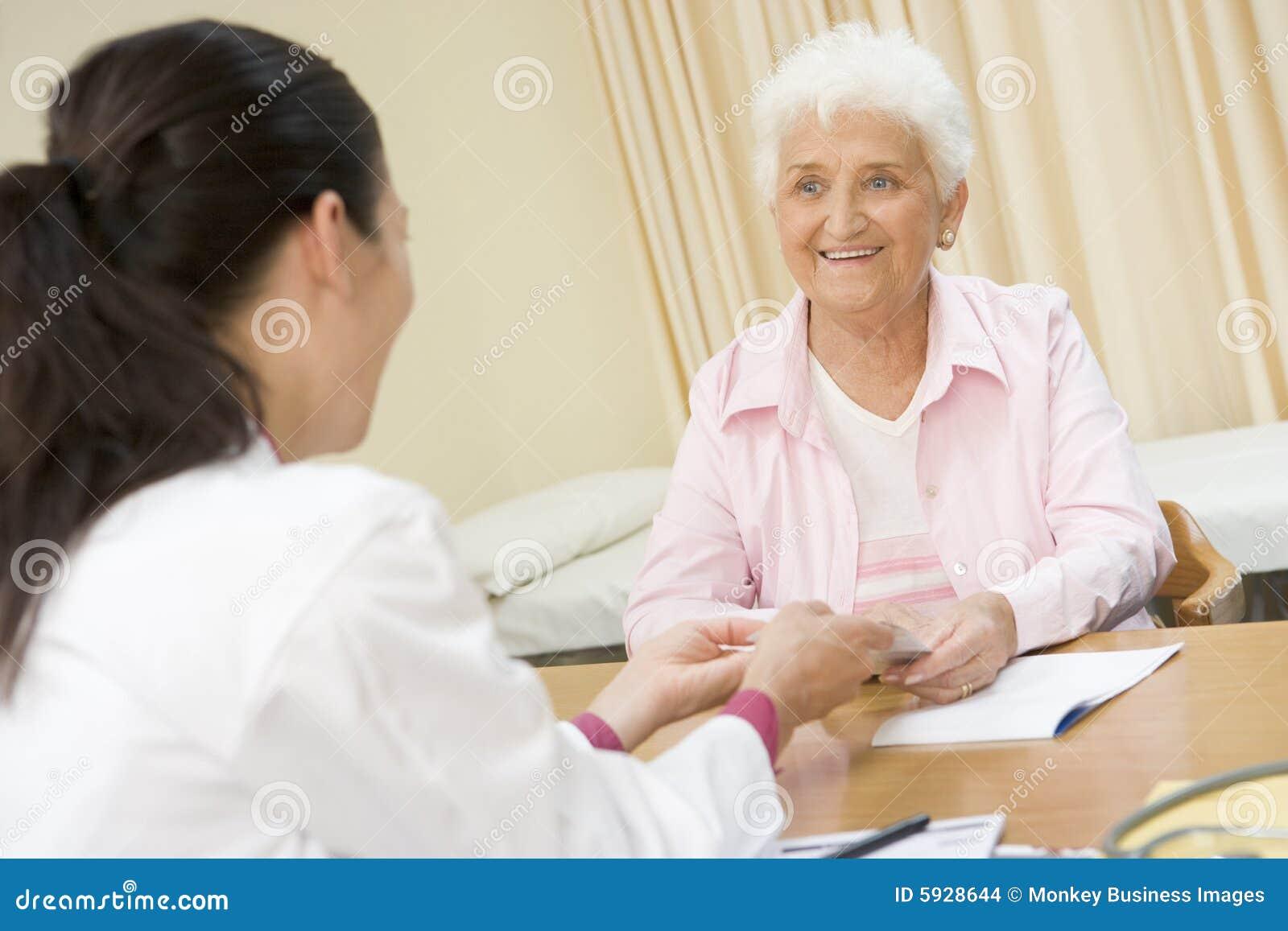 Толстая женщина на приеме у врача фото 10 фотография