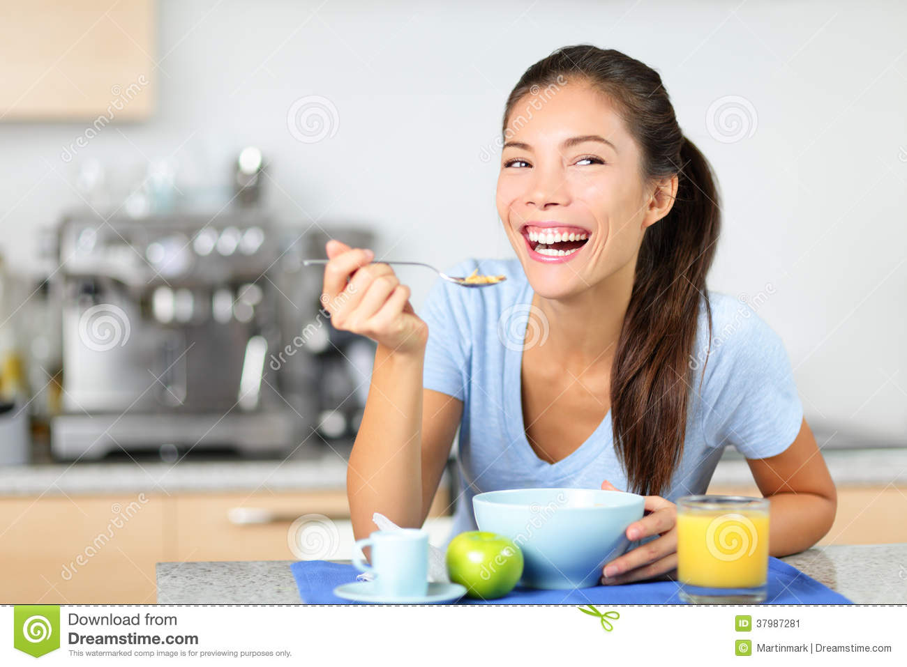 Woman eating breakfast cereals