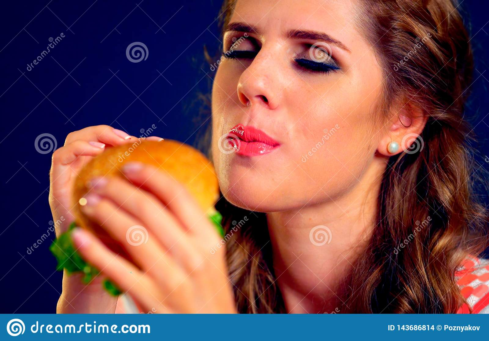 Woman edacity eat hamburger fast food
