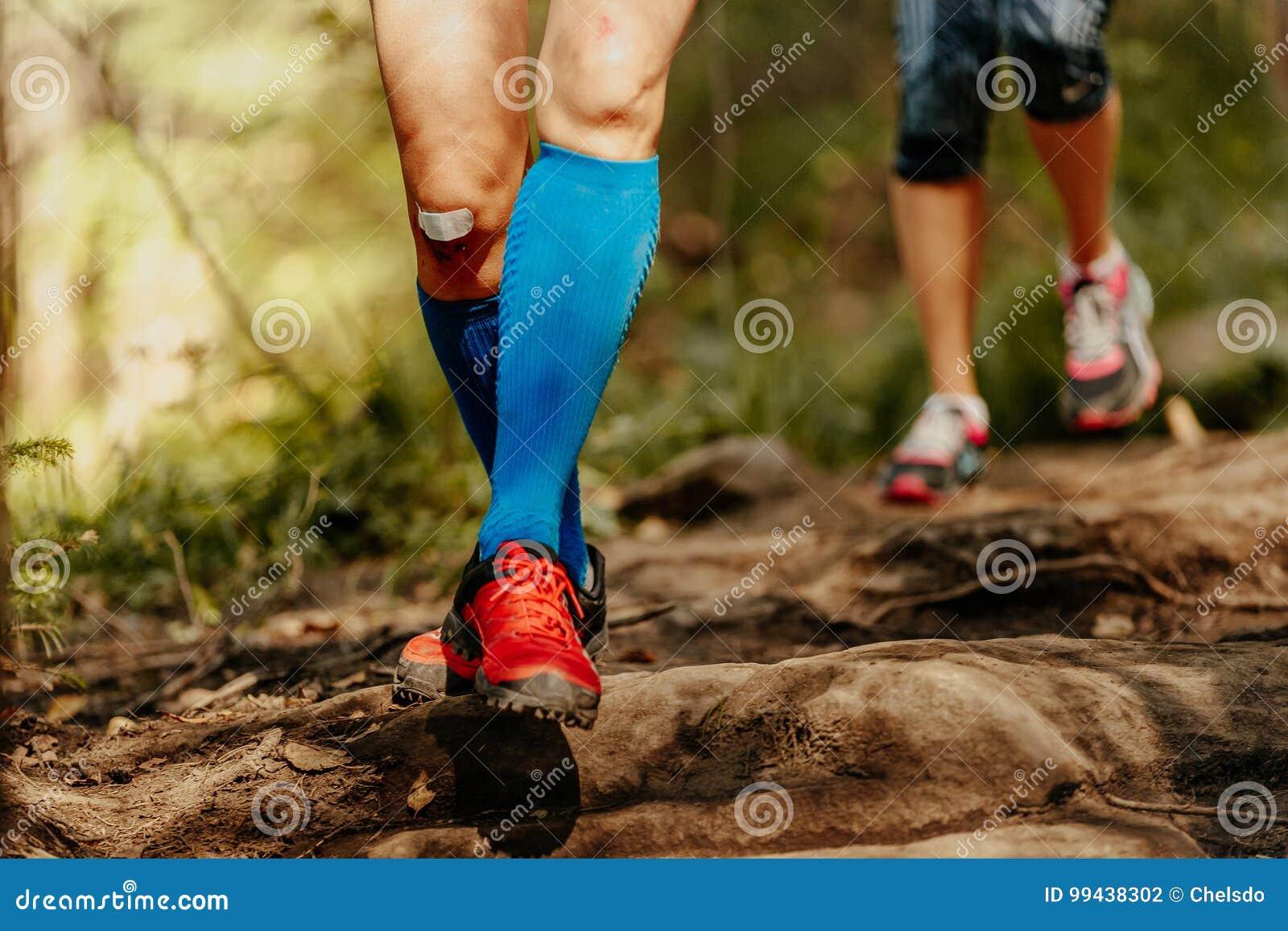 1e887d04389e5 Woman feet runner running rocks in blue compression socks