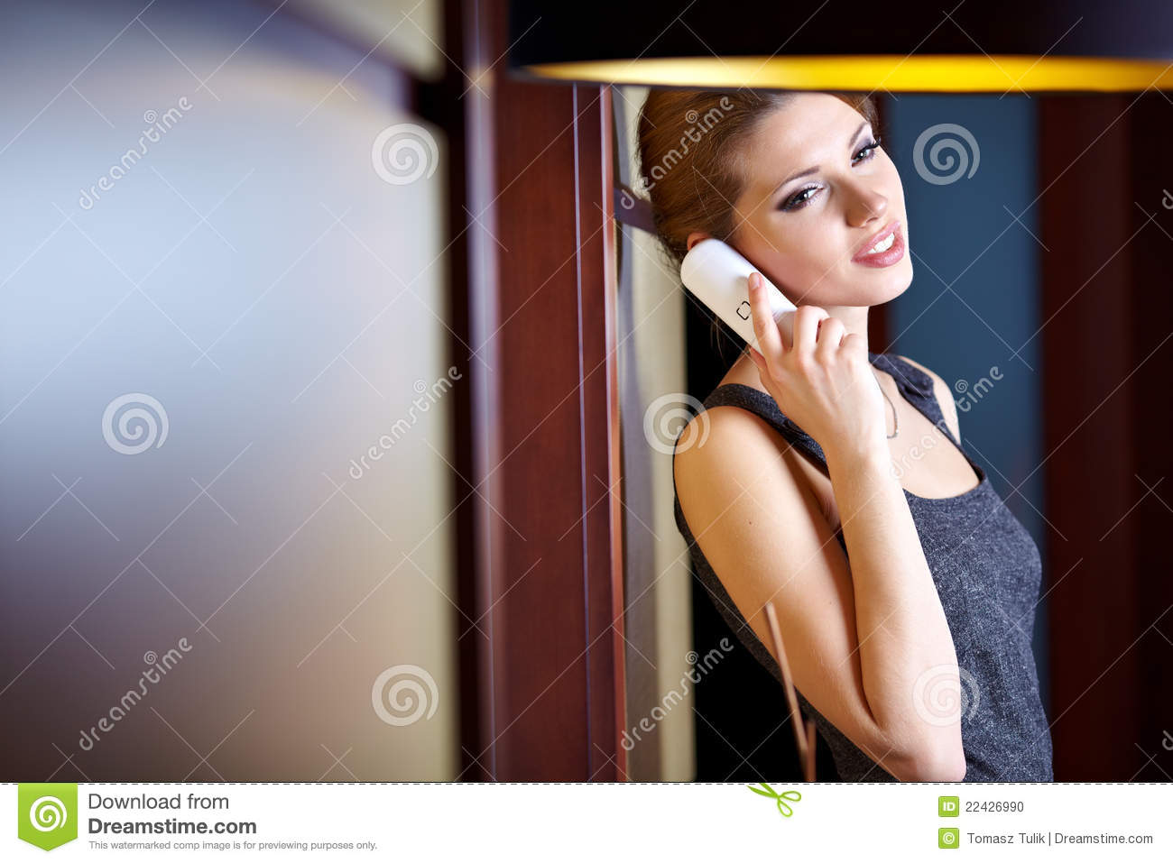 how to flirt with a woman on the phone