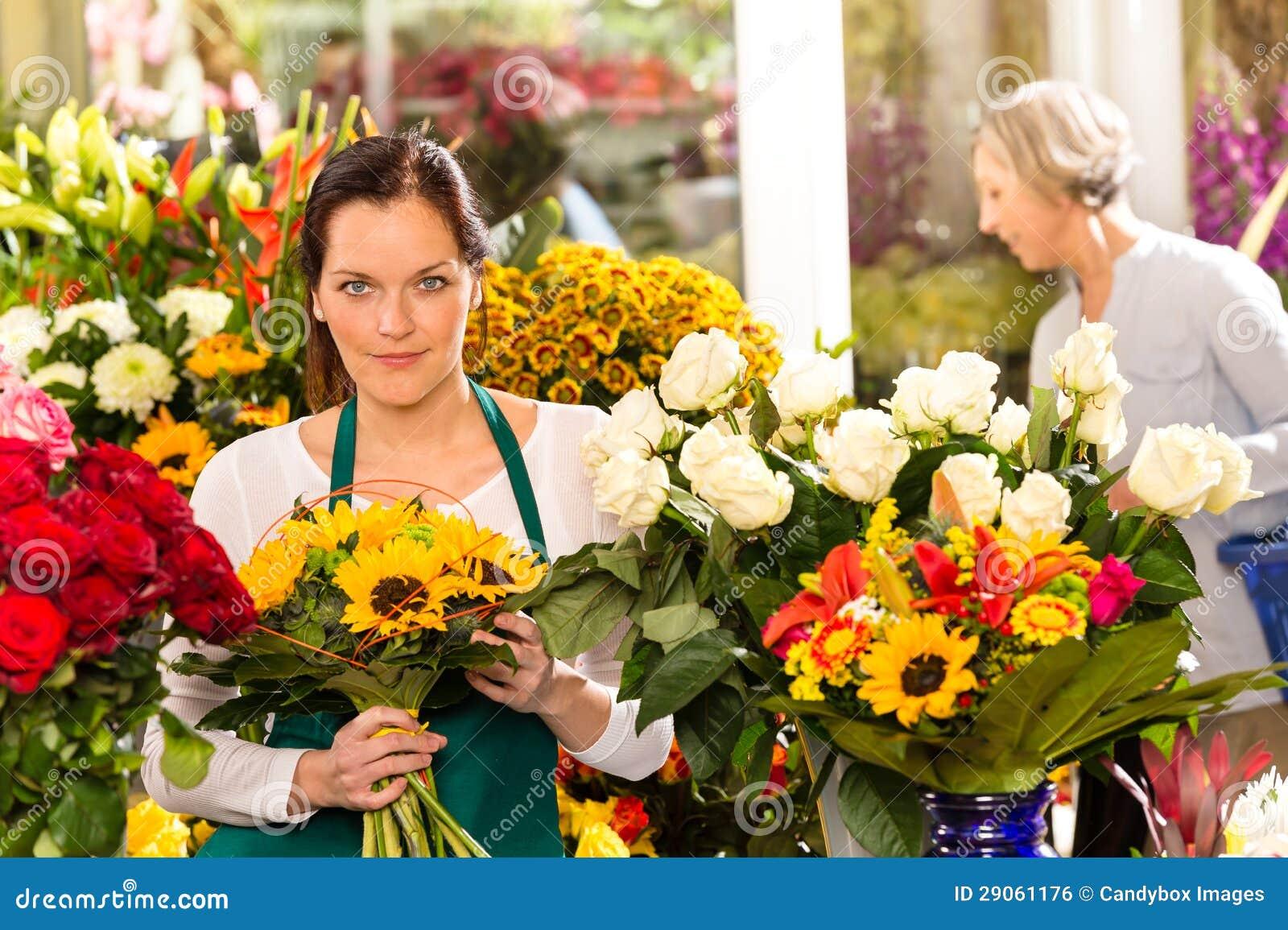 Секс в магазине цветов, Красивый секс продавца с клиенткой в магазине 27 фотография