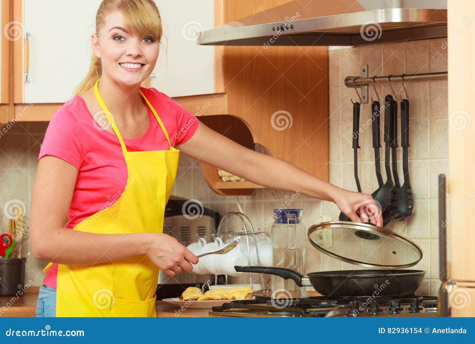 how to cook pork schnitzel in a frying pan
